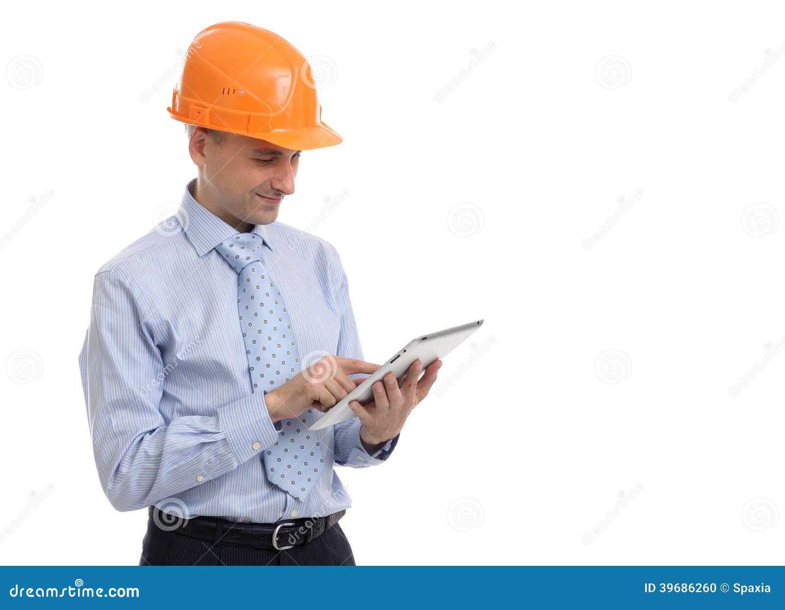 Εργάτης οικοδομών που εργάζεται στην ταμπλέτα