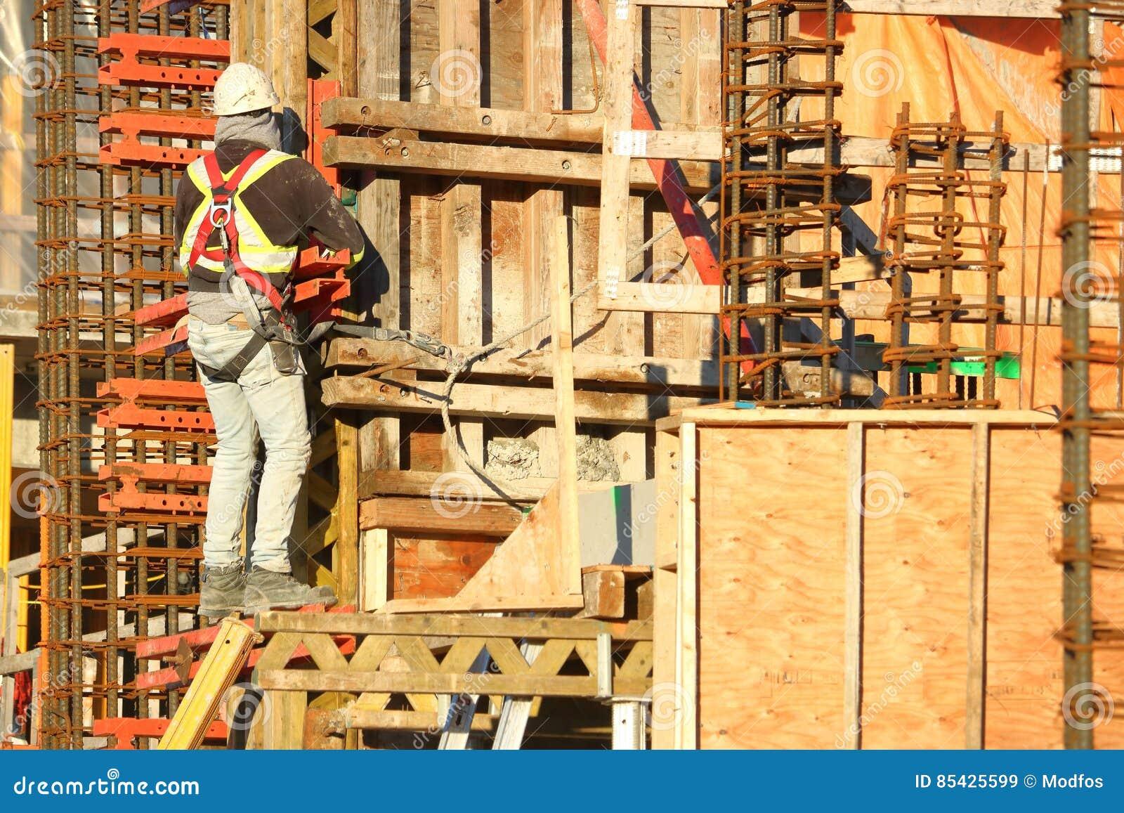 Εργάτης οικοδομών, Re-bar και υλικό