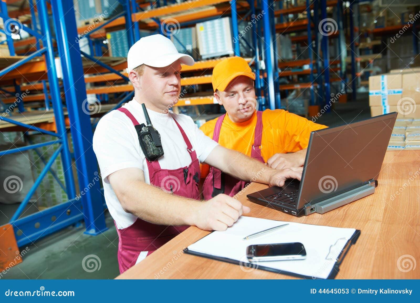 Εργαζόμενοι στην αποθήκη εμπορευμάτων