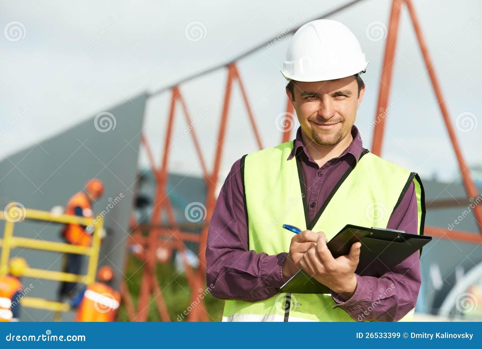Εργαζόμενος διευθυντών περιοχών οικοδόμων στο εργοτάξιο οικοδομής
