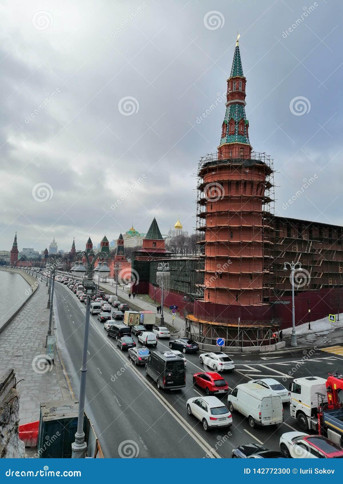 Εργασία αποκατάστασης των πύργων