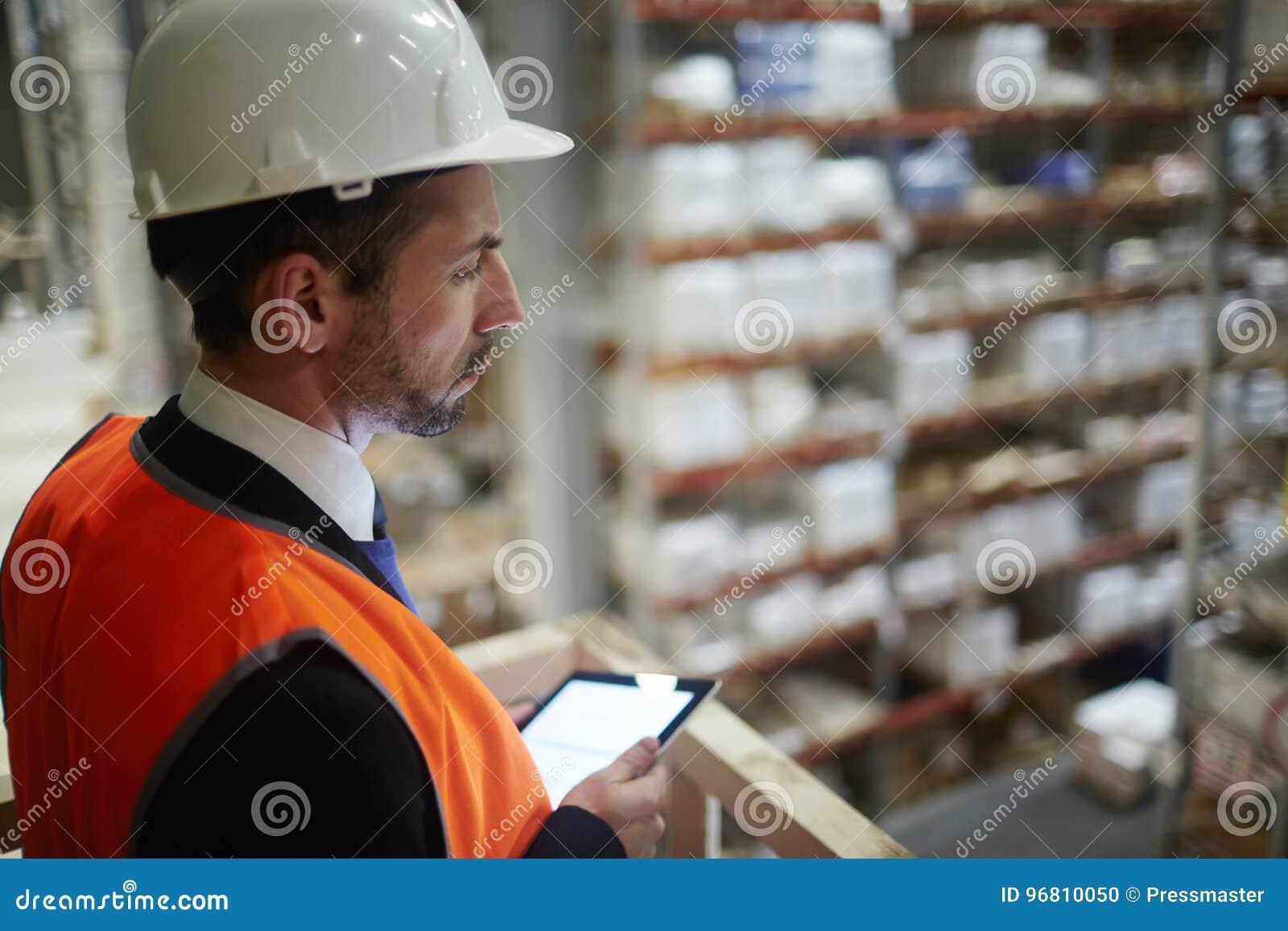 Εργασία εποπτείας διευθυντών αποθηκών εμπορευμάτων