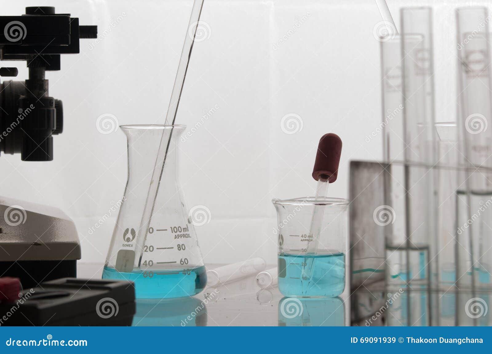 Εργαστήριο επιστήμης με το χημικό θέμα