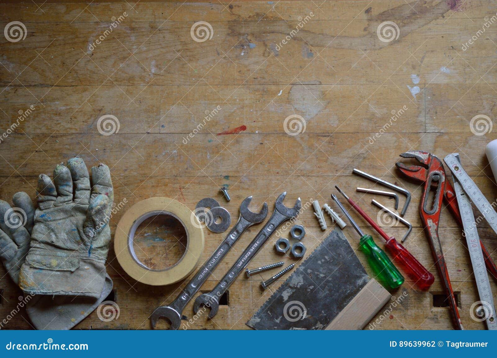 Εργαστήριο με τα εργαλεία για handyman