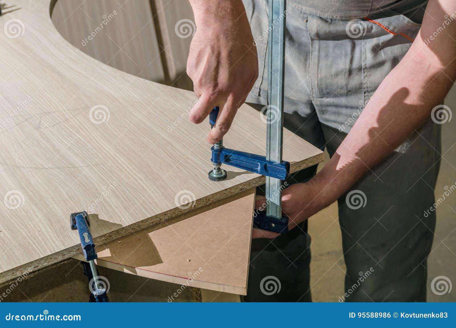 Εργαλεία για την κατασκευή των επίπλων