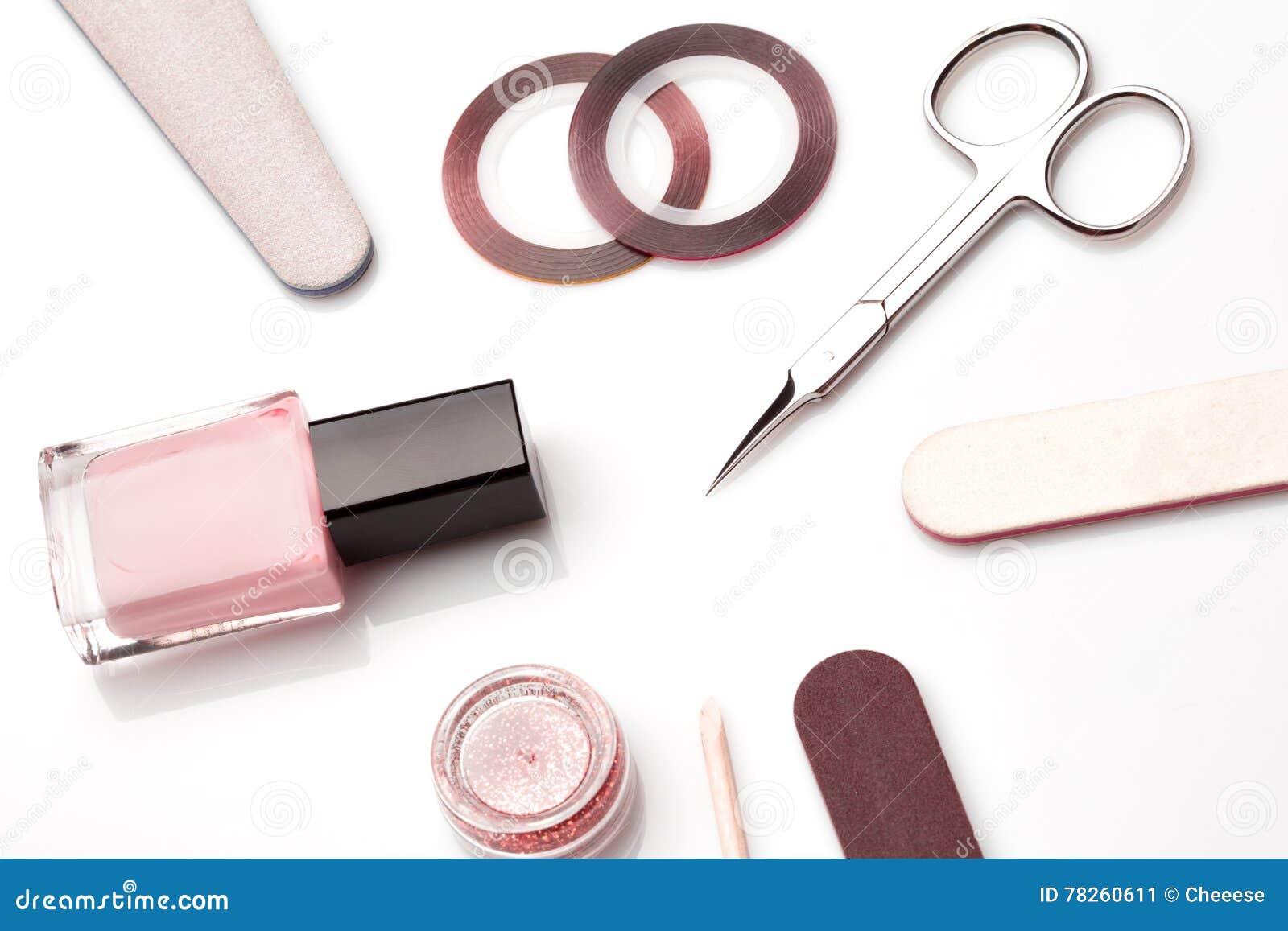 Εργαλεία μανικιούρ και pedicure στο λευκό