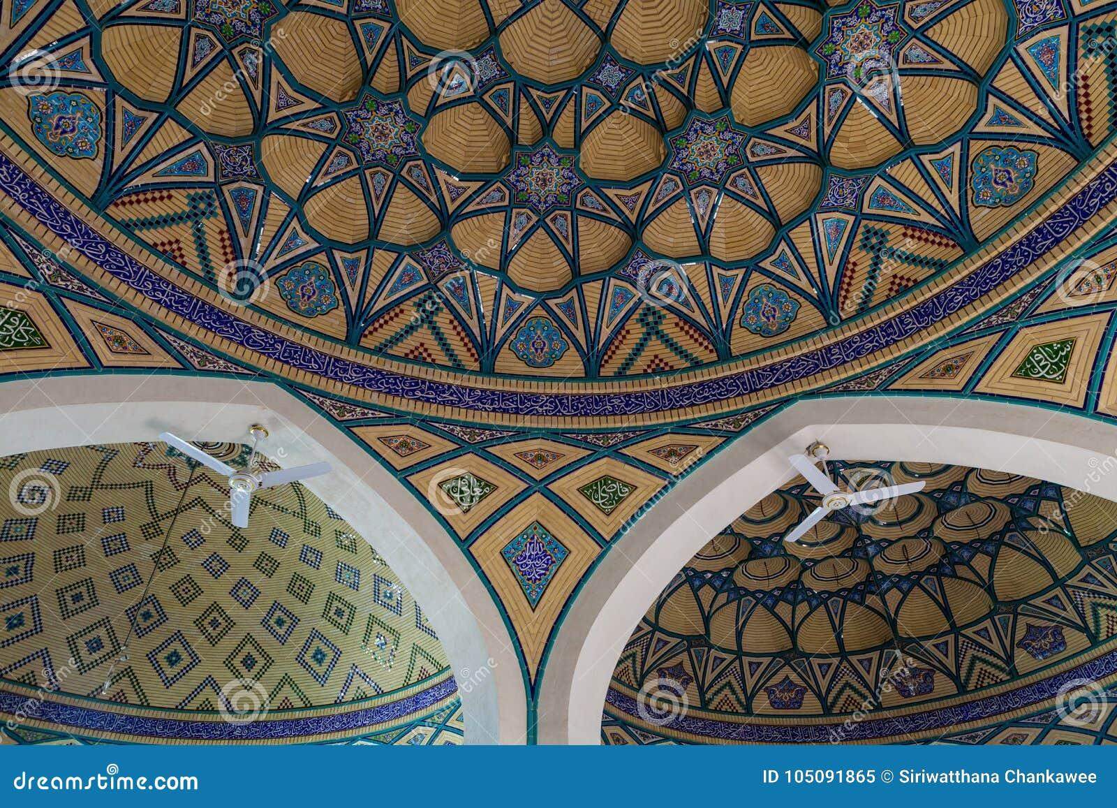 Εσωτερική διακόσμηση μωσαϊκών του θόλου shire Imamzadeh Helal Ali, Ιράν