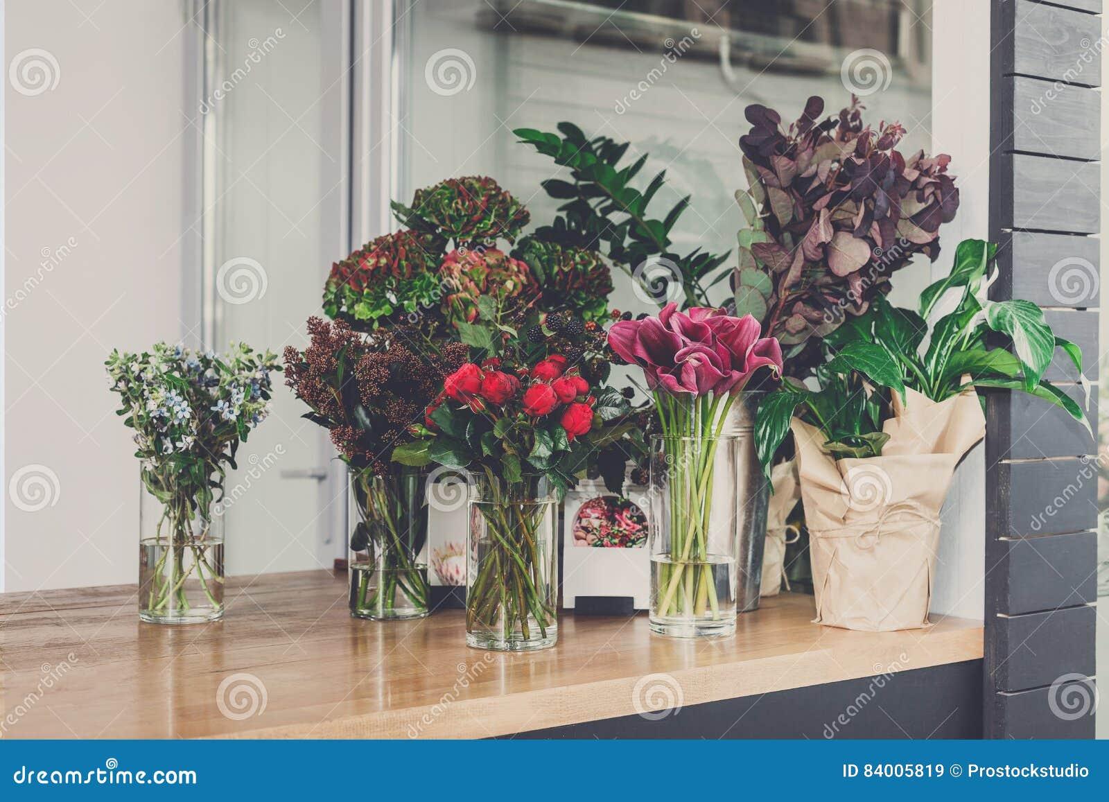 Εσωτερική, μικρή επιχείρηση ανθοπωλείων του floral στούντιο σχεδίου