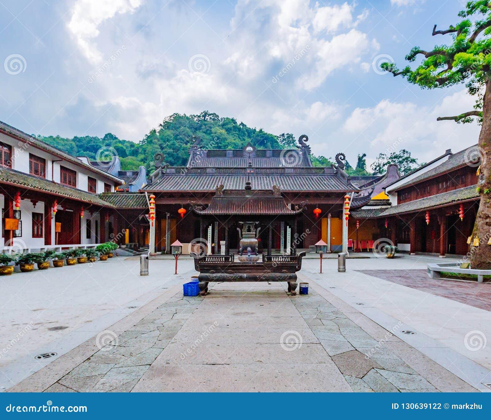 Εσωτερικό προαύλιο του βουδιστικού ναού Fajing, Hangzhou, Κίνα