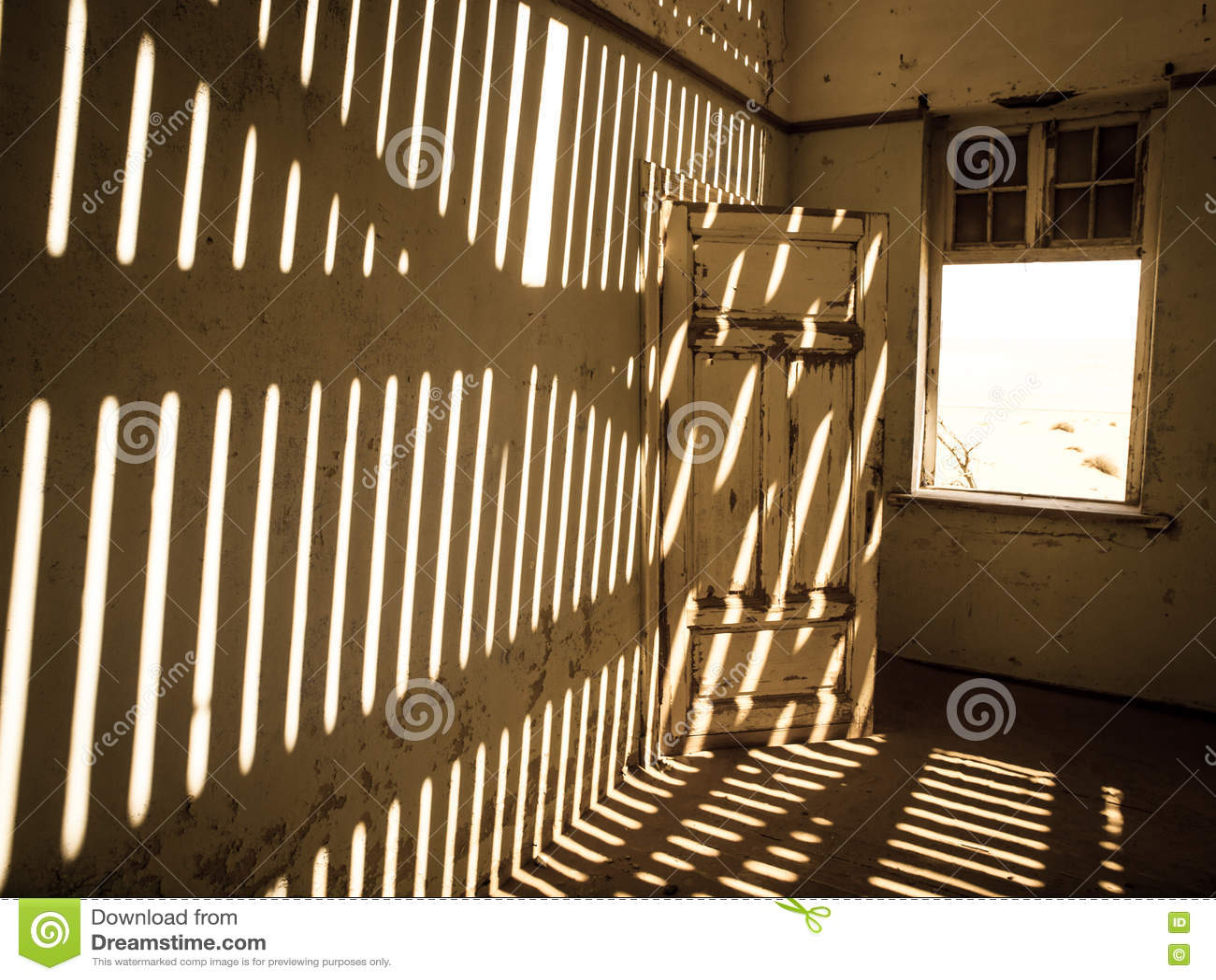 Εσωτερικό σπιτιών στην της Ναμίμπια πόλη-φάντασμα Kolmanskop