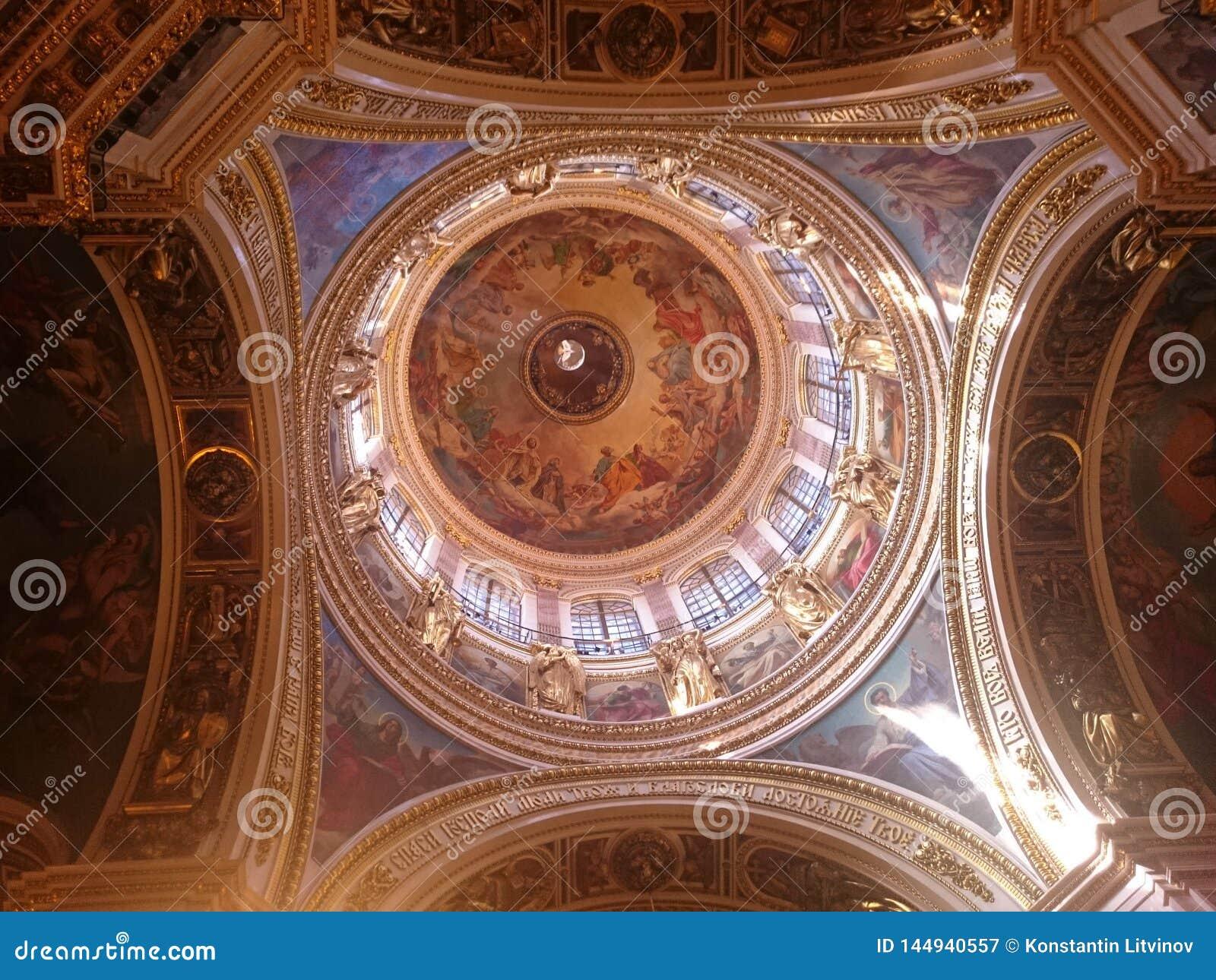 Εσωτερικό του Αγίου Isaac& x27 καθεδρικός ναός του s στη Αγία Πετρούπολη, Ρω