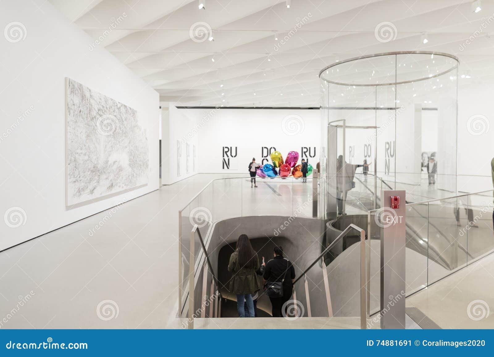 Εσωτερικό του ευρέος μουσείου σύγχρονης τέχνης