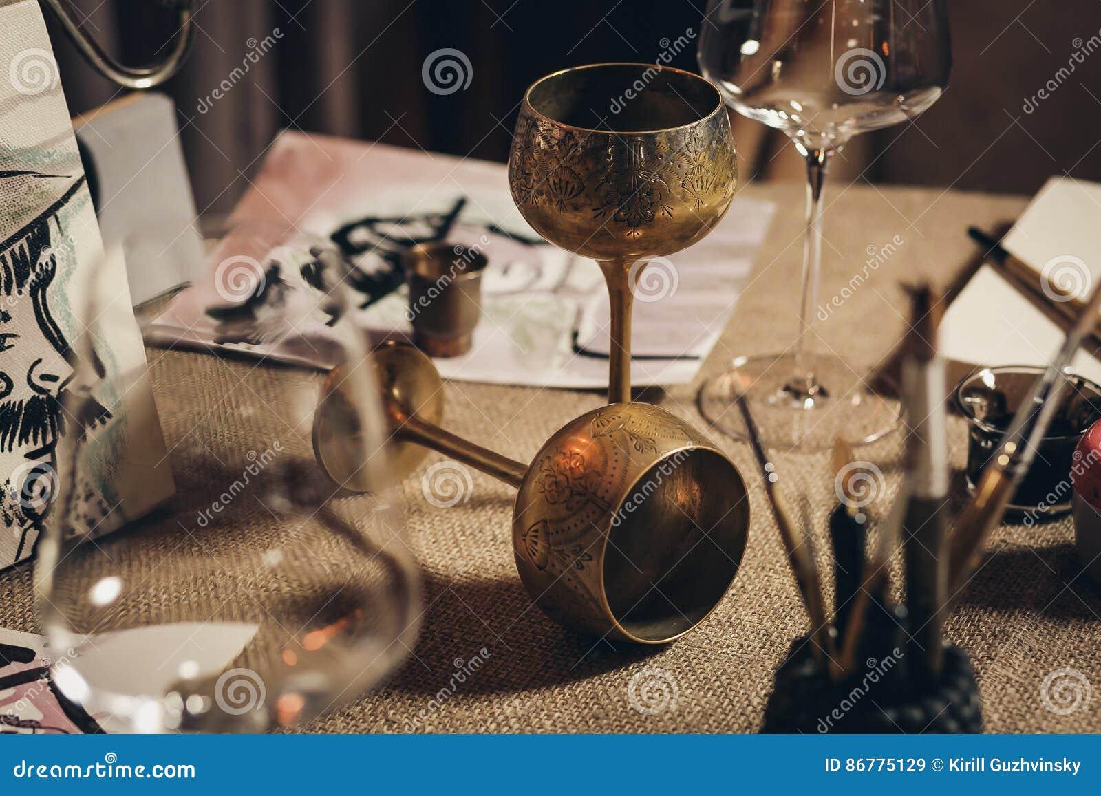 ευρωπαϊκό goblets μέταλλο δύο κρασί