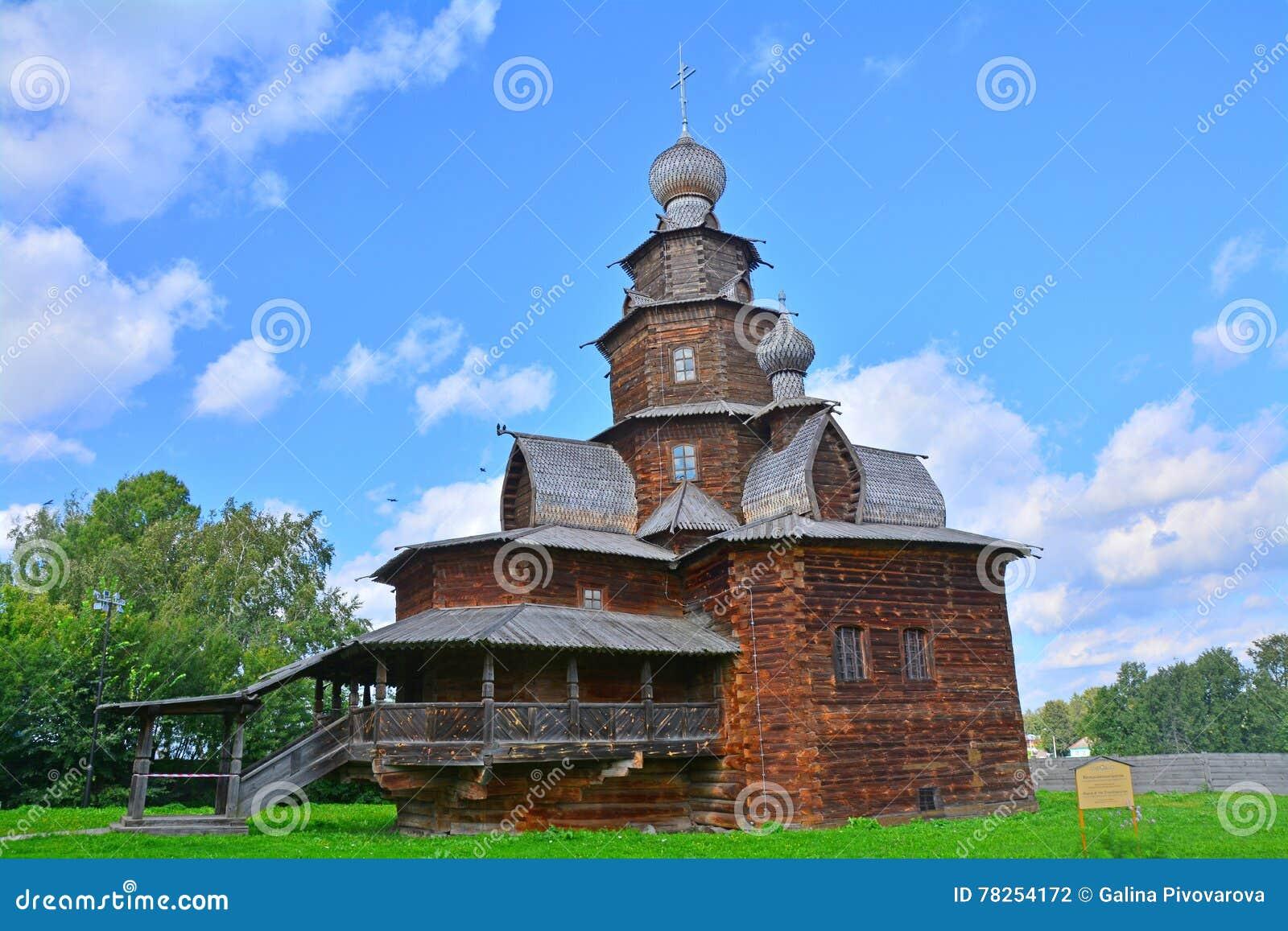 δευτερεύουσα πρόσοψη της εκκλησίας της μεταμόρφωσης του 19ου αιώνα στο μουσείο της ξύλινης αρχιτεκτονικής στο Σούζνταλ, Ρωσία