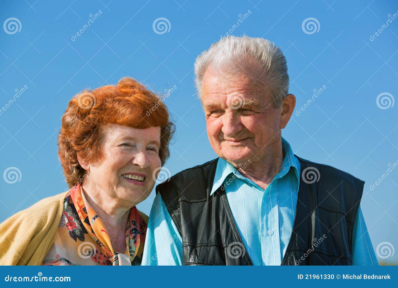 Ευτυχές ανώτερο ζεύγος ερωτευμένο