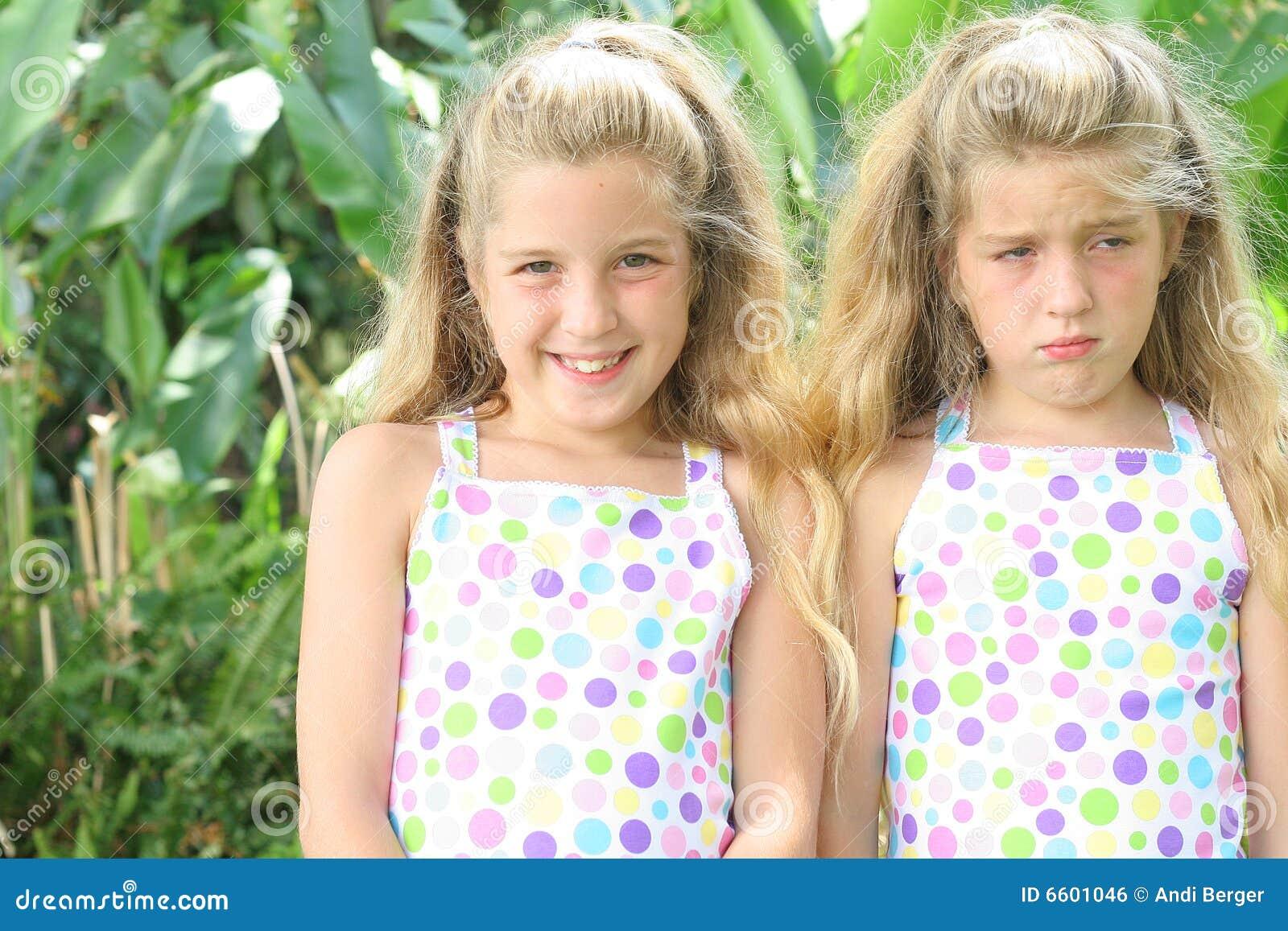 ευτυχές λυπημένο δίδυμο