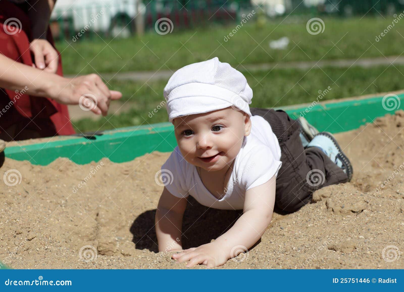 ευτυχές sandbox μωρών