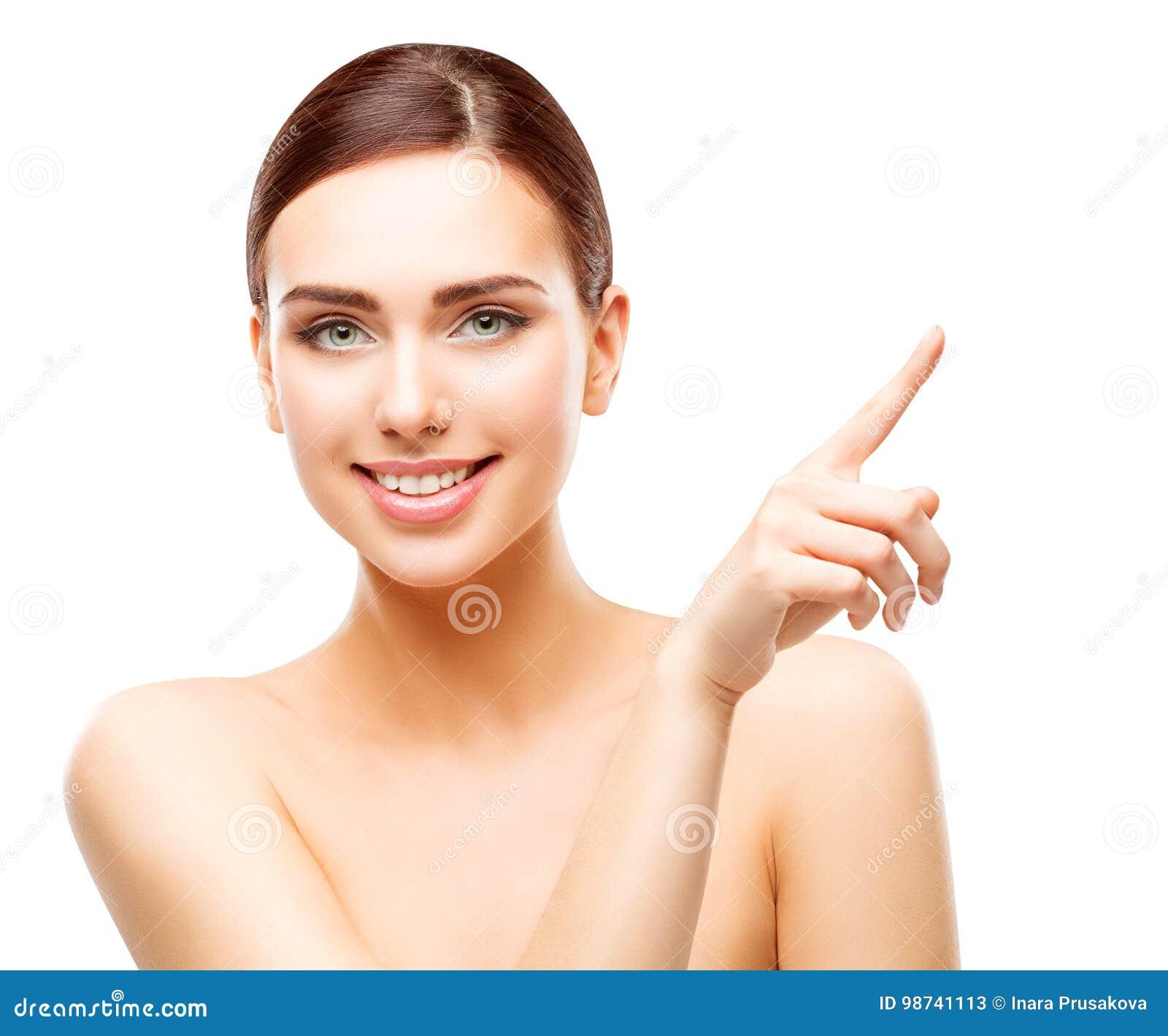 Ευτυχής γυναίκα που δείχνει από το δάχτυλο, πρόσωπο Makeup ομορφιάς κοριτσιών χαμόγελου