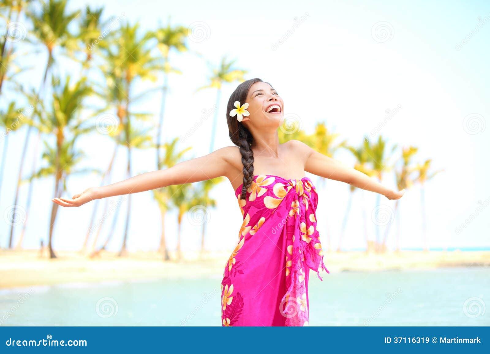 Ευτυχής γυναίκα που εγκωμιάζει την ελευθερία, Palm Beach στα σαρόγκ