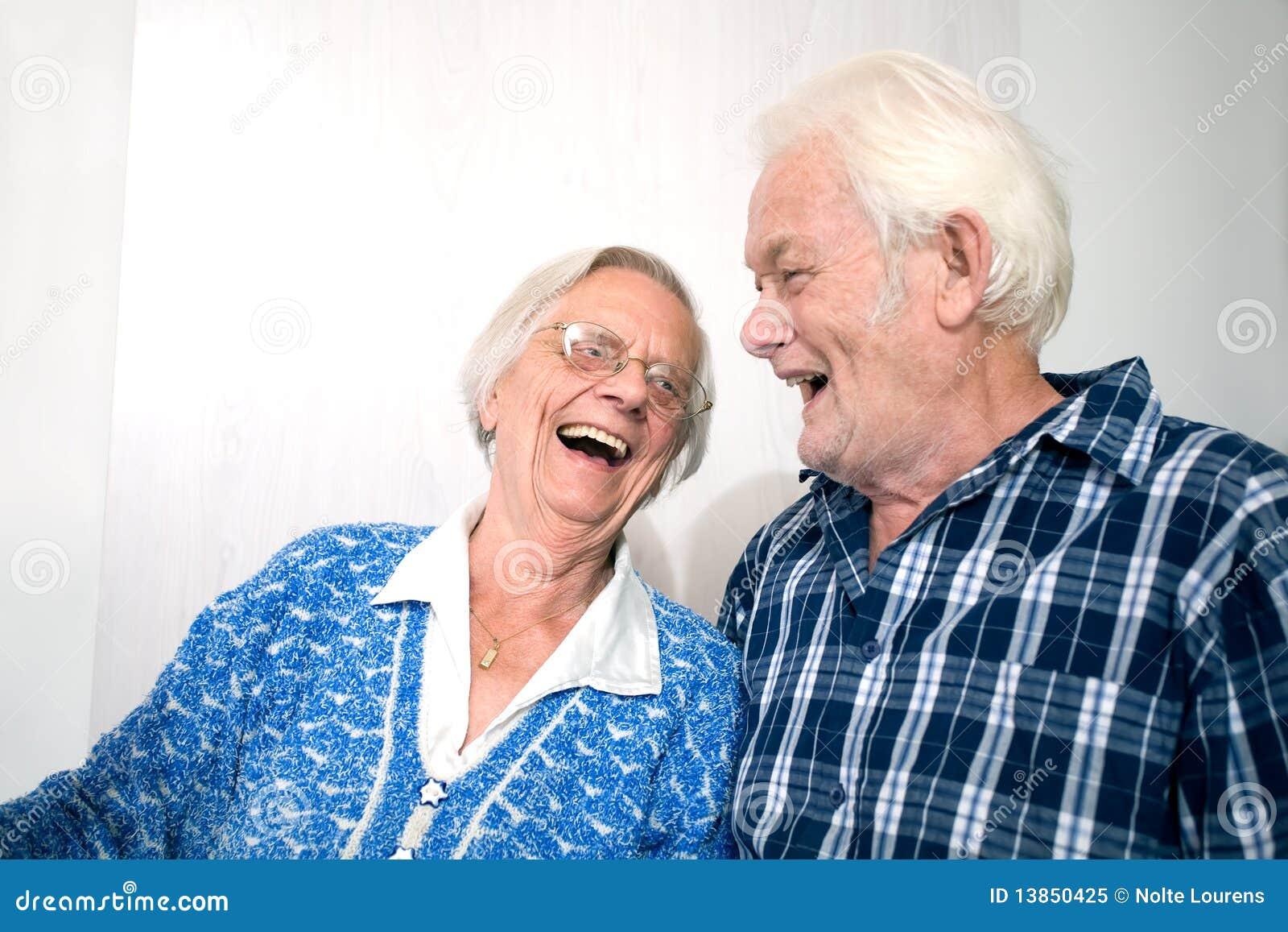 ευτυχής ηλικιωμένος άνθρ