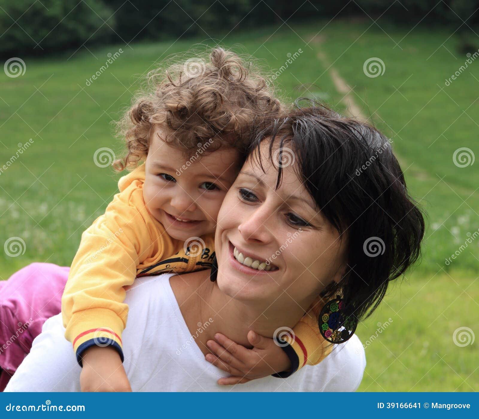 Ευτυχής μητέρα mom και παιδί