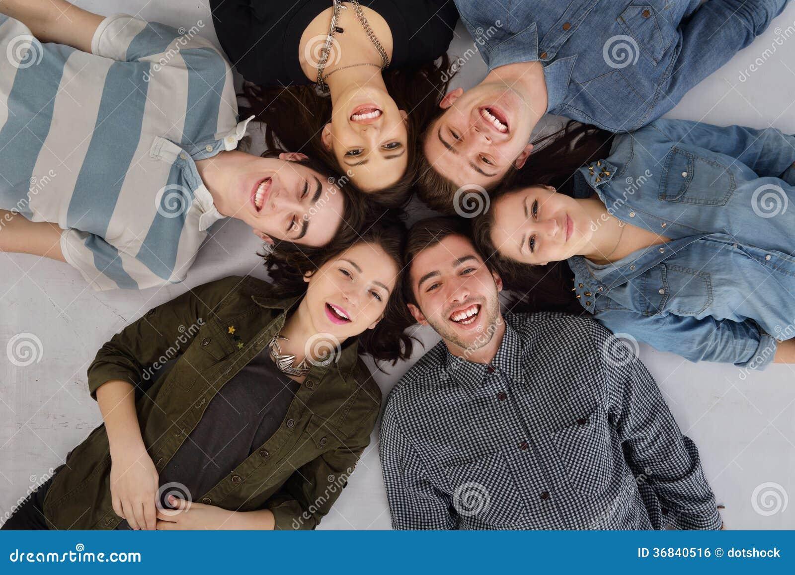 Ευτυχής ομάδα teens
