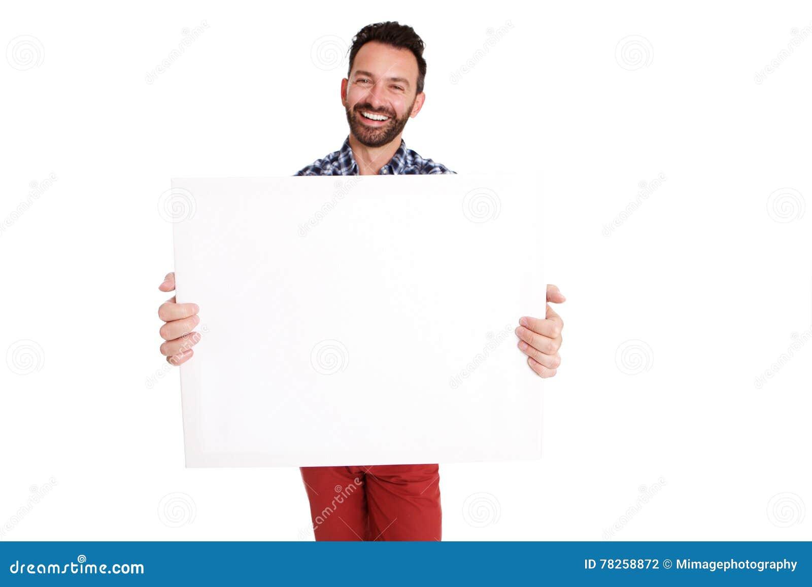 Ευτυχής ώριμος τύπος που παρουσιάζει κενό σημάδι αφισών