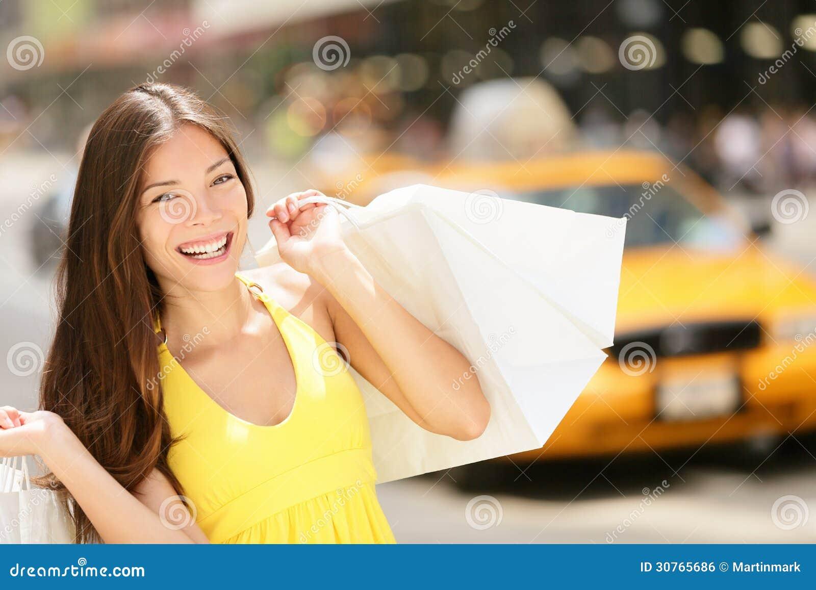 Ευτυχείς τσάντες αγορών εκμετάλλευσης αγοραστών, πόλη της Νέας Υόρκης
