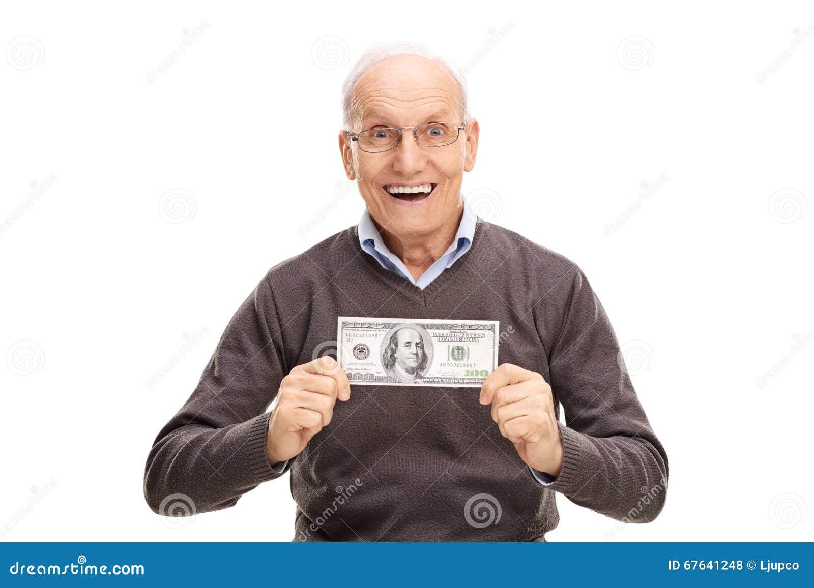 Ευχαριστημένος πρεσβύτερος που κρατά το λογαριασμό εκατό δολαρίων