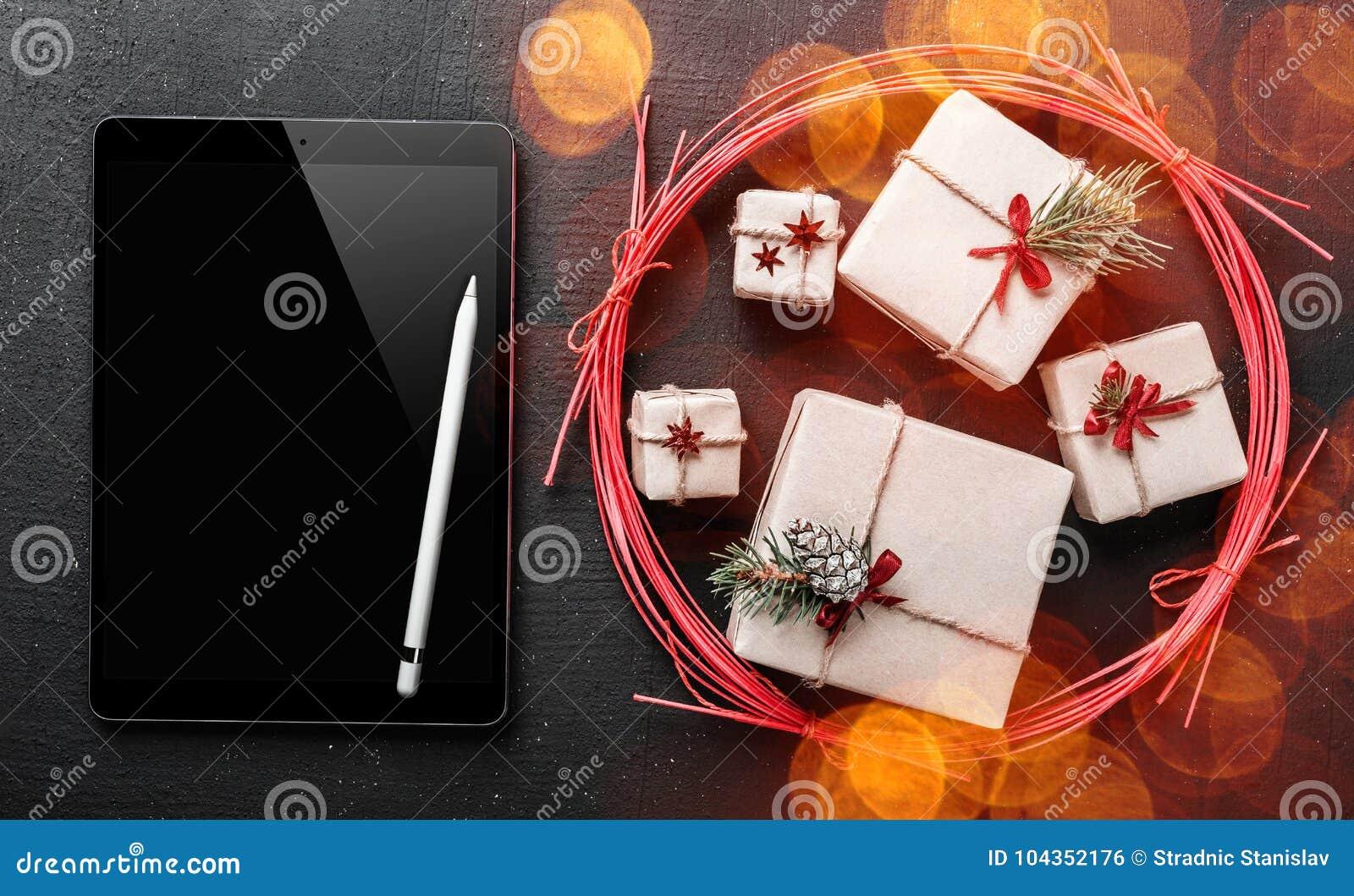Ευχετήρια κάρτα Χριστουγέννων, μαύρο ipad για να γράψει ένα μήνυμα για τον αγαπημένο αυτό και το αγαπητό, συμβολικό δώρο του χειμ