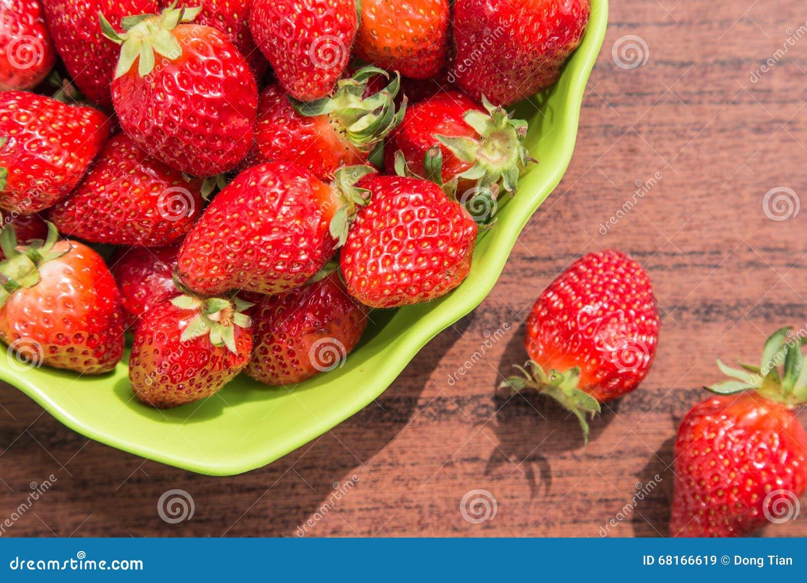 Εύγευστες ώριμες φράουλες