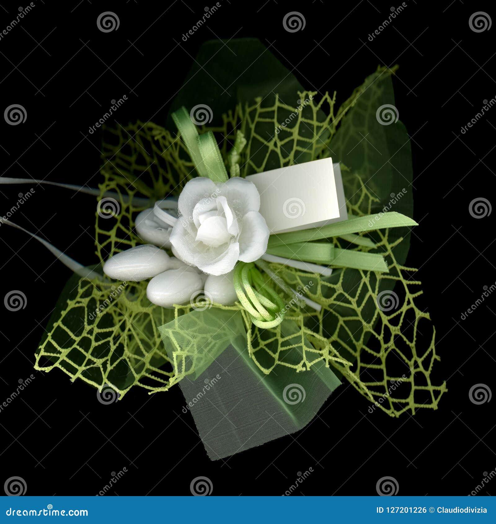 Εύνοια κόμματος bonbonniere για το γάμο, εκλεκτική εστίαση στο λουλούδι