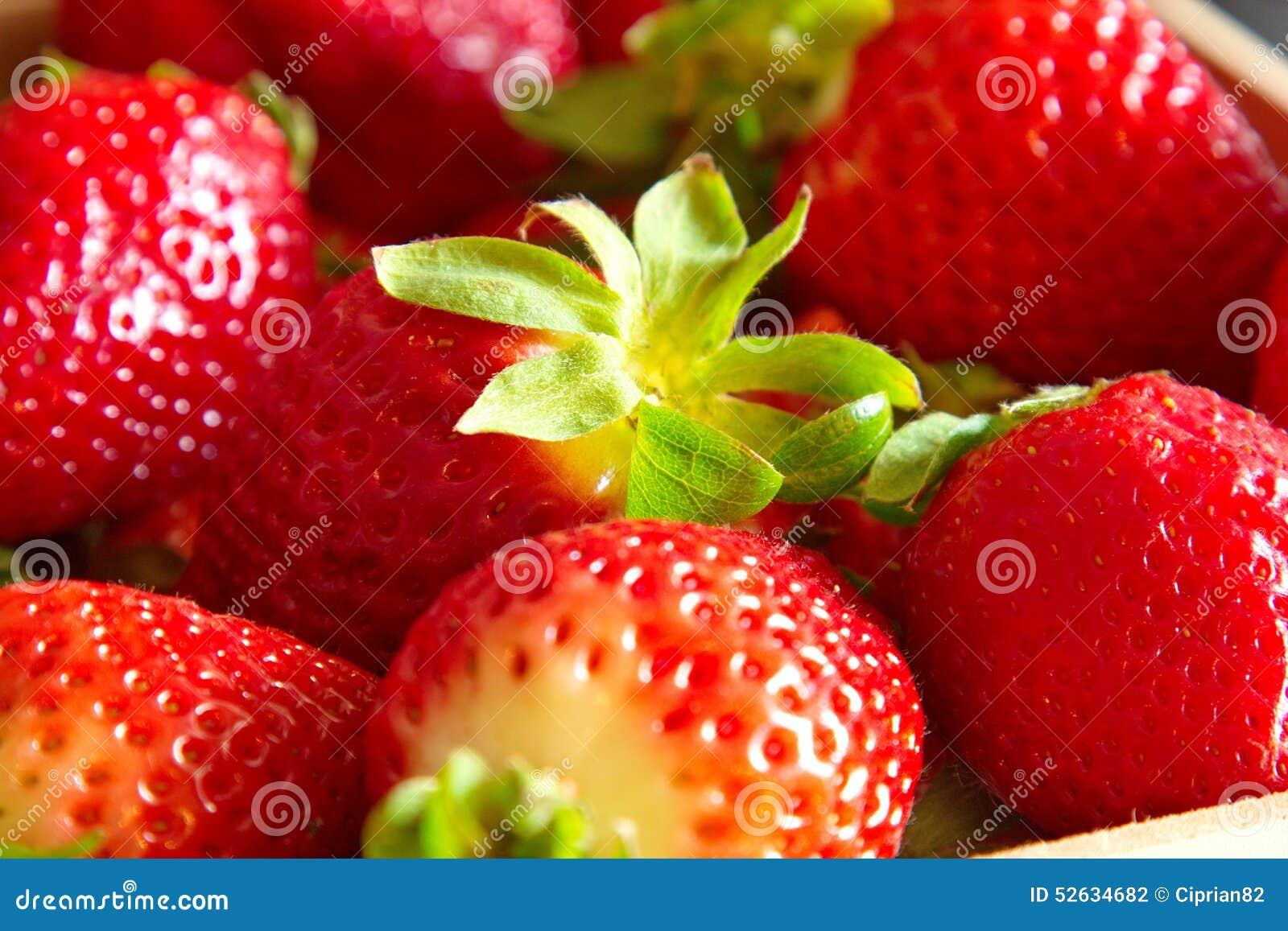δεδομένου ότι η ανασκόπηση μπορεί να κλείσει τη φράουλα επάνω στη χρήση
