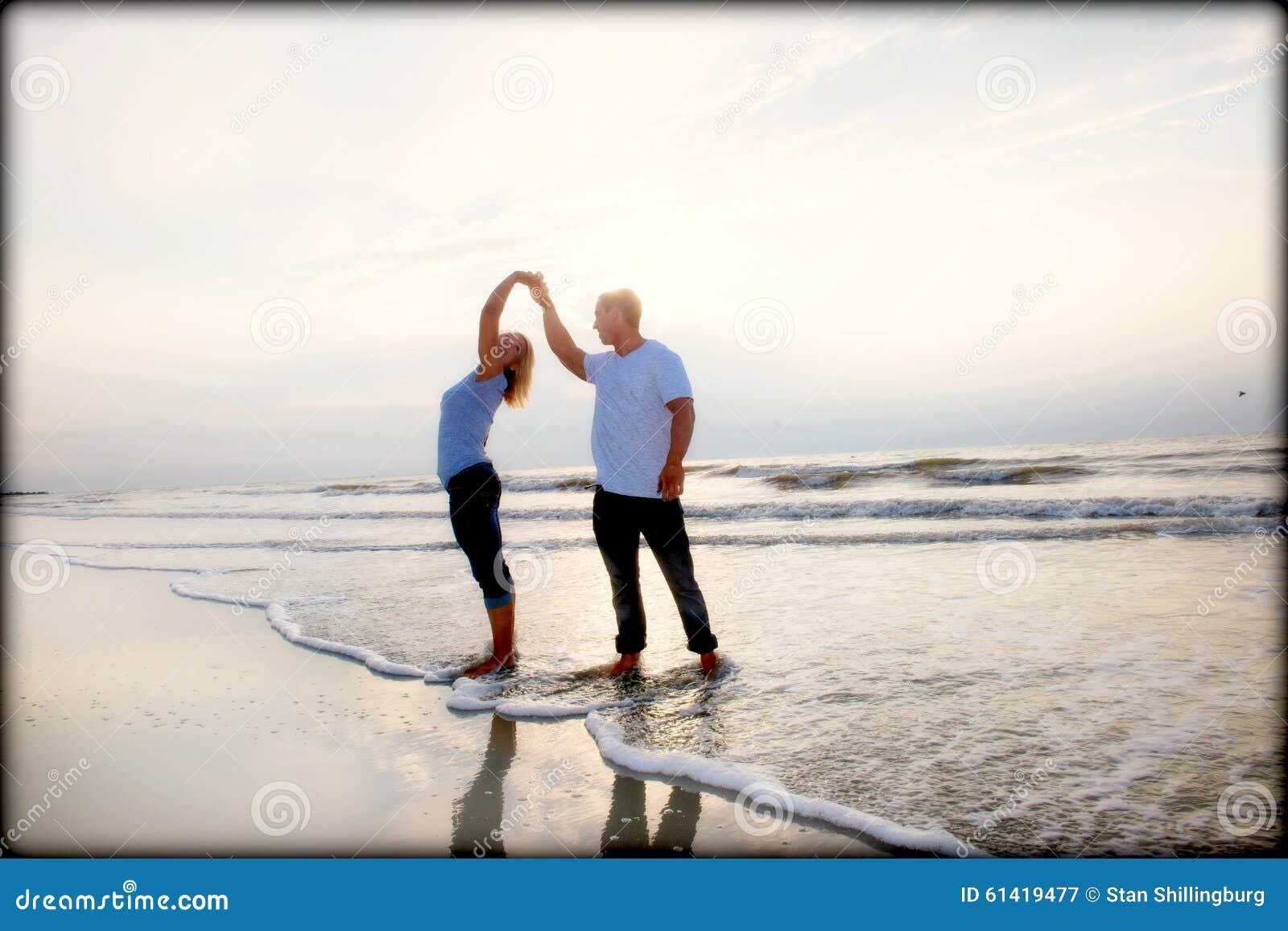 Ζεύγος σε μια παραλία