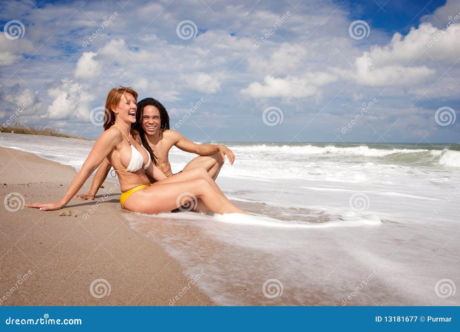 Ζεύγος στην παραλία