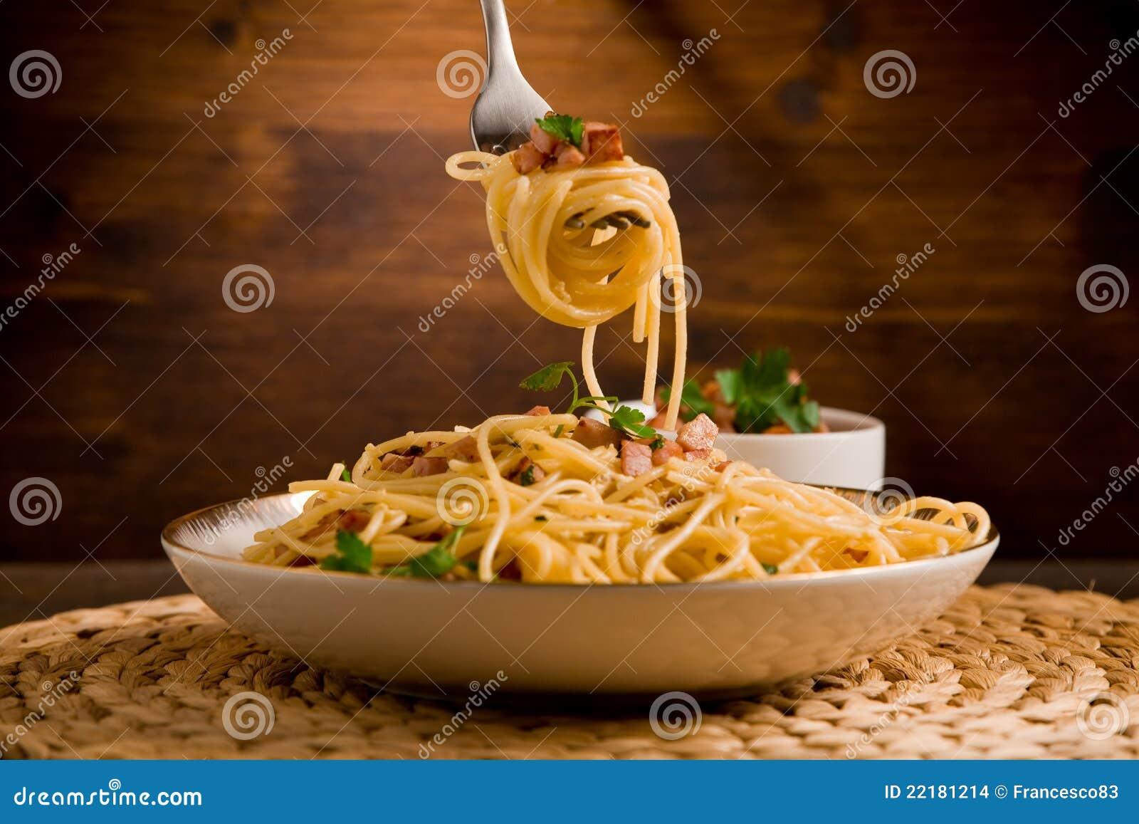 ζυμαρικά carbonara alla