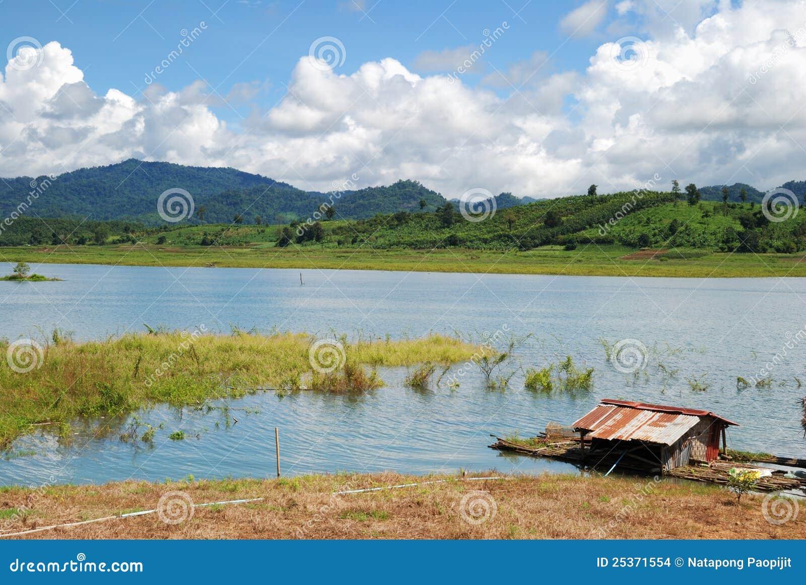 ζωή κοντά στην όχθη ποταμού Ταϊλάνδη