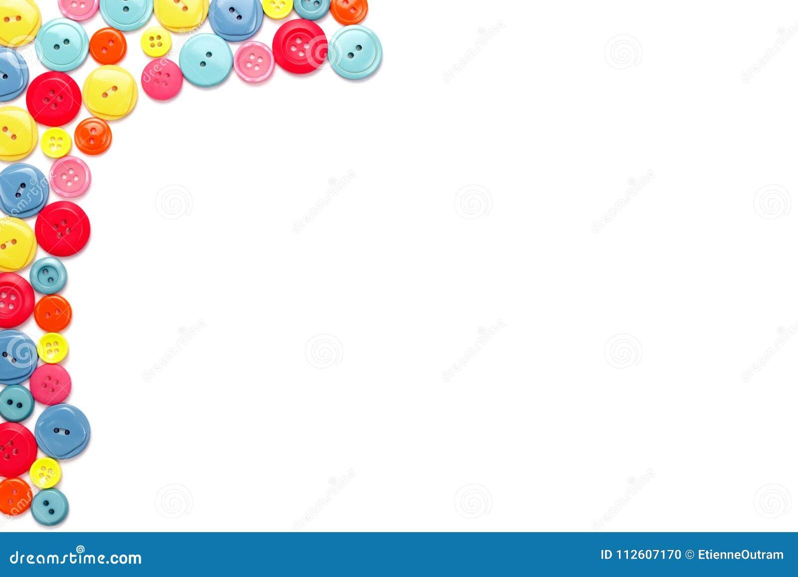 Ζωηρόχρωμα κουμπιά ιματισμού στο λευκό
