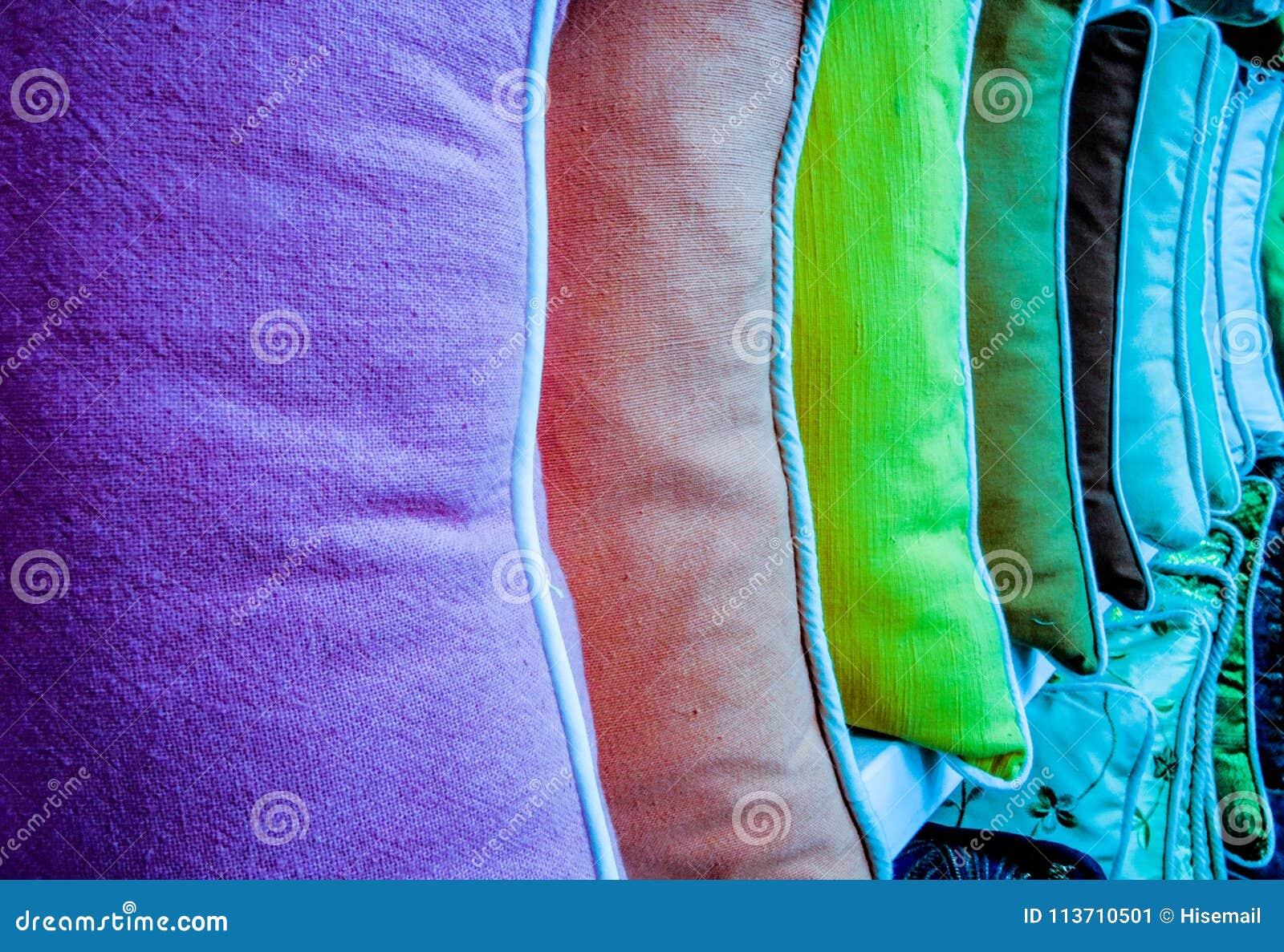 ζωηρόχρωμα μαξιλάρια