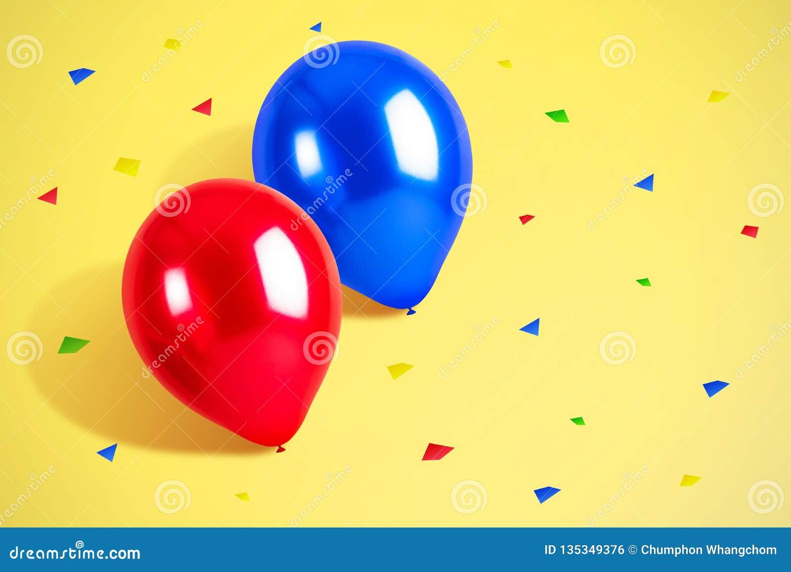 Ζωηρόχρωμα μπαλόνια με το υπόβαθρο κομφετί κενά γυαλιά διακοσμήσεων ντεκόρ σαμπάνιας πέρα από το μετάξι δύο συμβαλλόμενων μερών λ