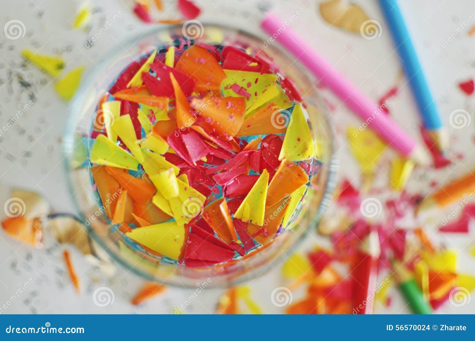 Download ζωηρόχρωμα ξέσματα μολυβιών Στοκ Εικόνες - εικόνα από χρώμα, καθορισμένος: 56570024