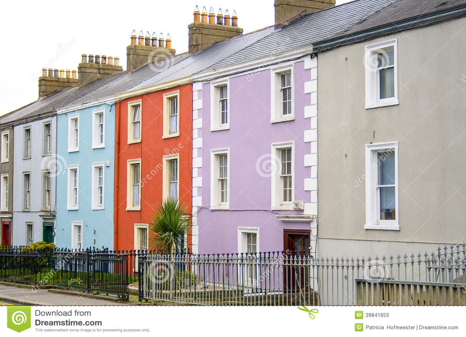 Ζωηρόχρωμα σπίτια με το α για να αφήσει το σημάδι