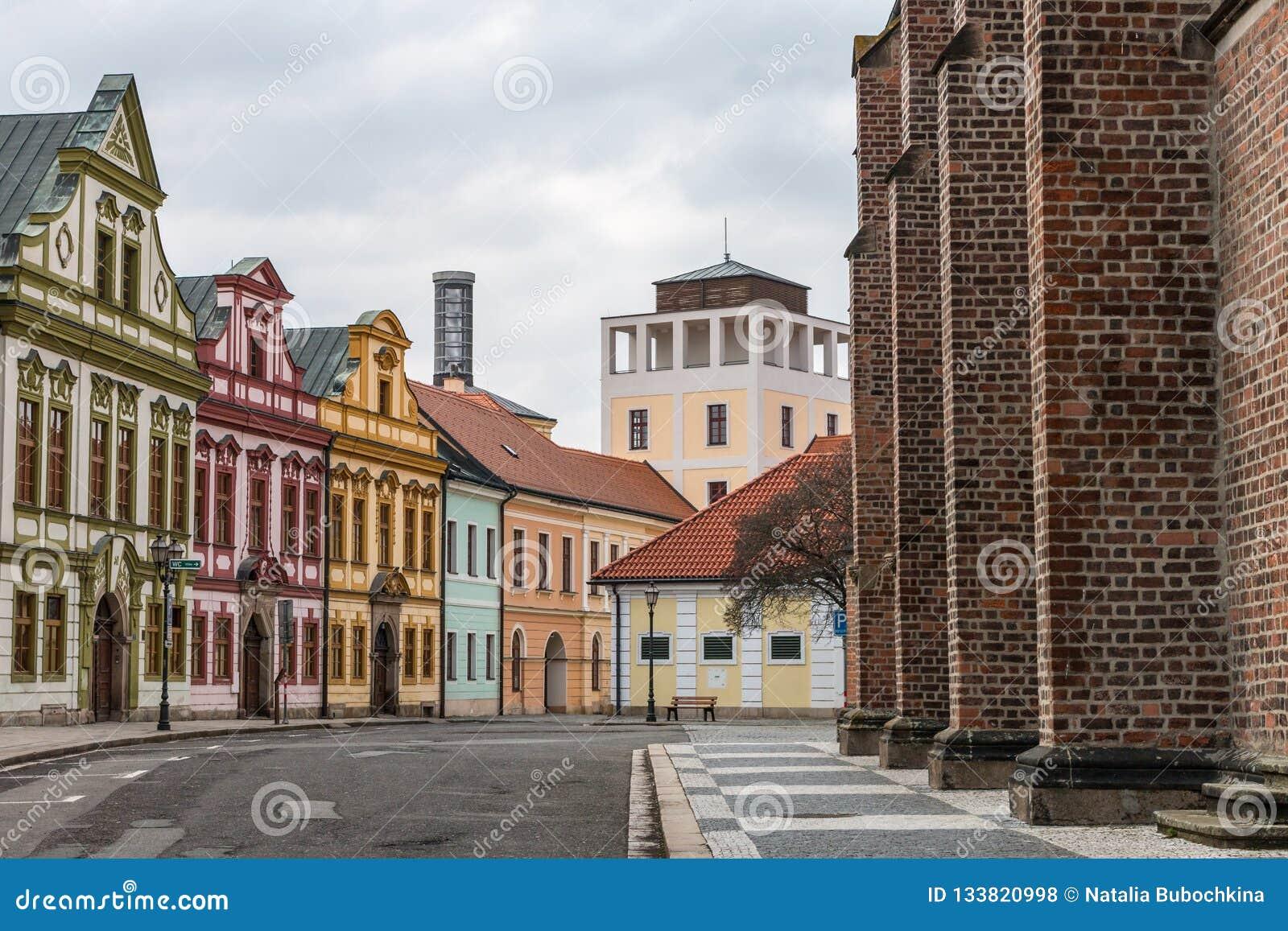 Ζωηρόχρωμα σπίτια του κέντρου πόλεων Hradec Kralove