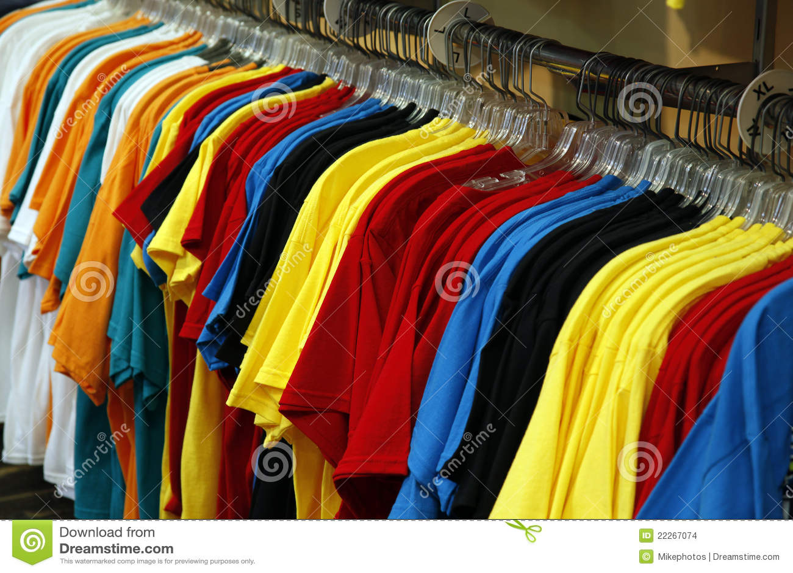 dcc99032443f ζωηρόχρωμες μπλούζες ραφ στοκ εικόνες. εικόνα από μαύρα - 22267074
