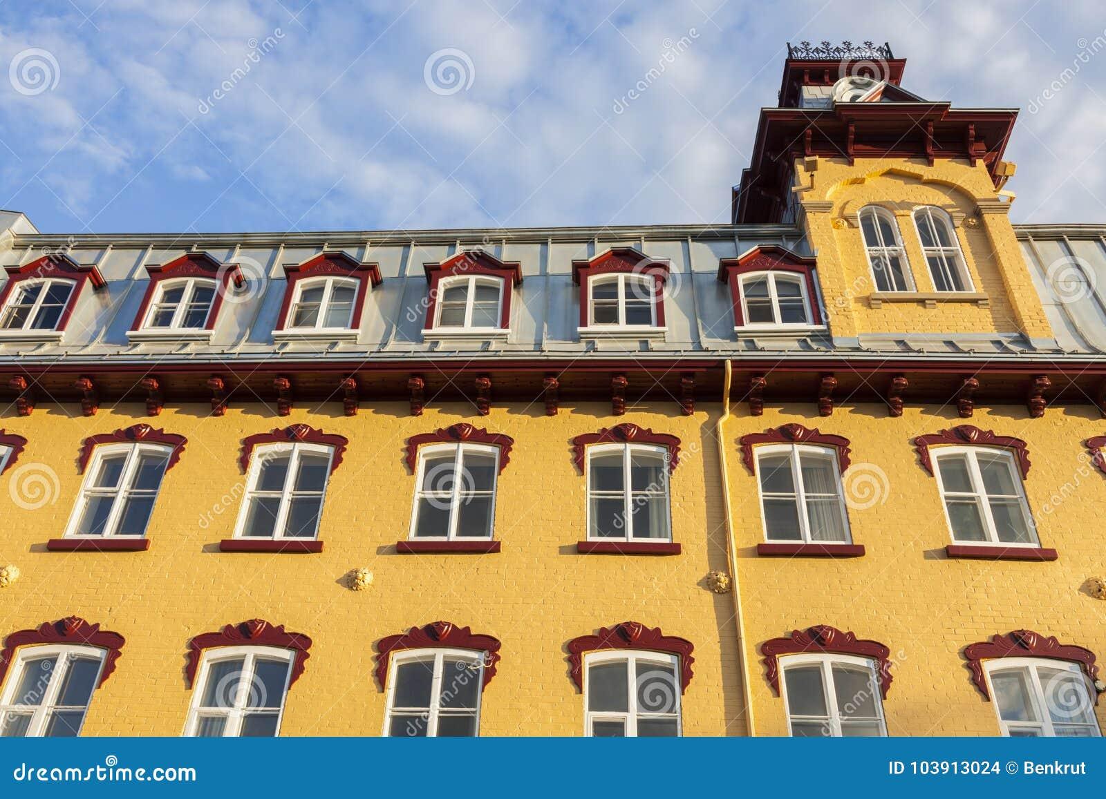 Ζωηρόχρωμη αρχιτεκτονική της πόλης του Κεμπέκ