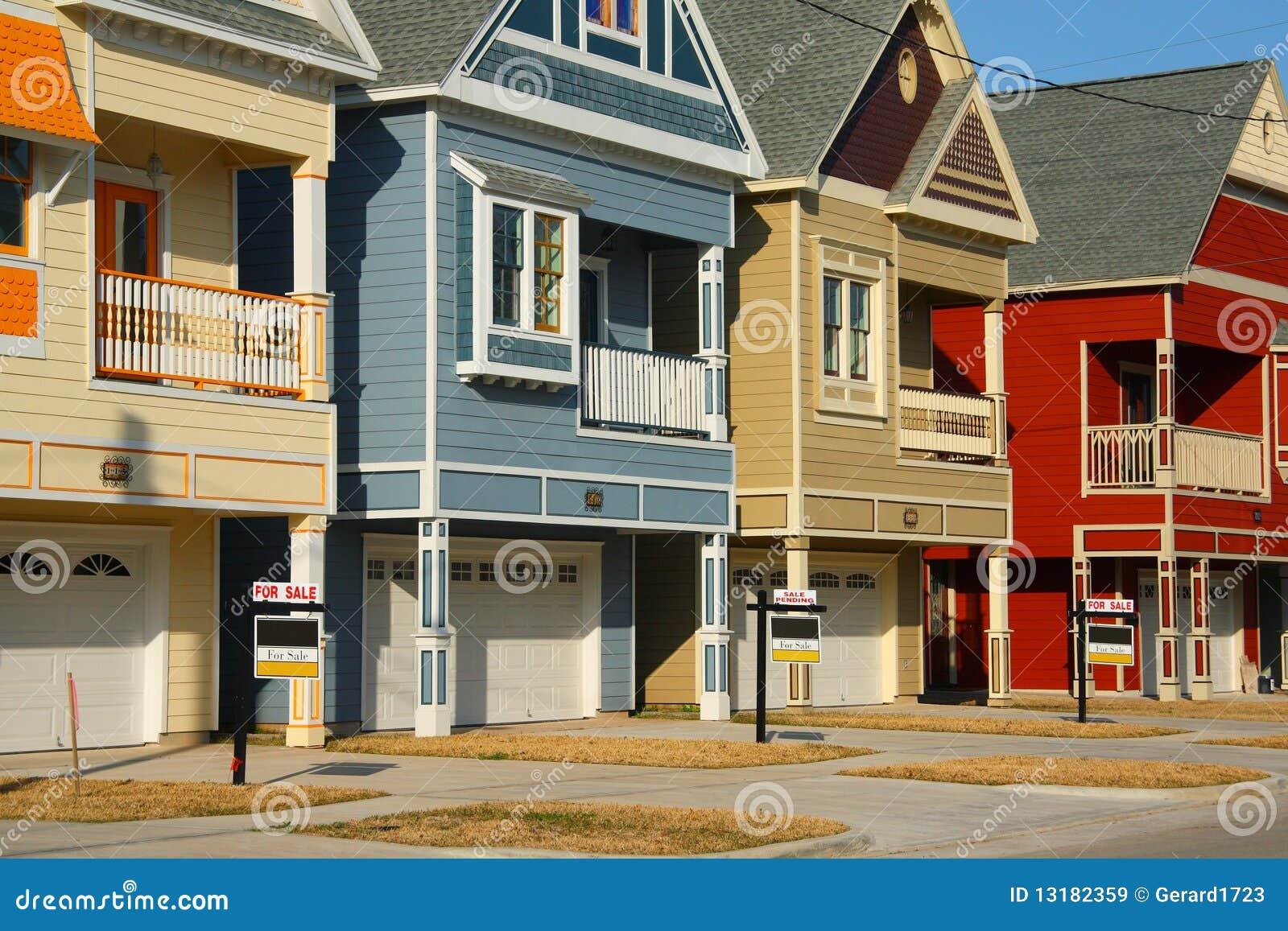 ζωηρόχρωμη πώληση σπιτιών