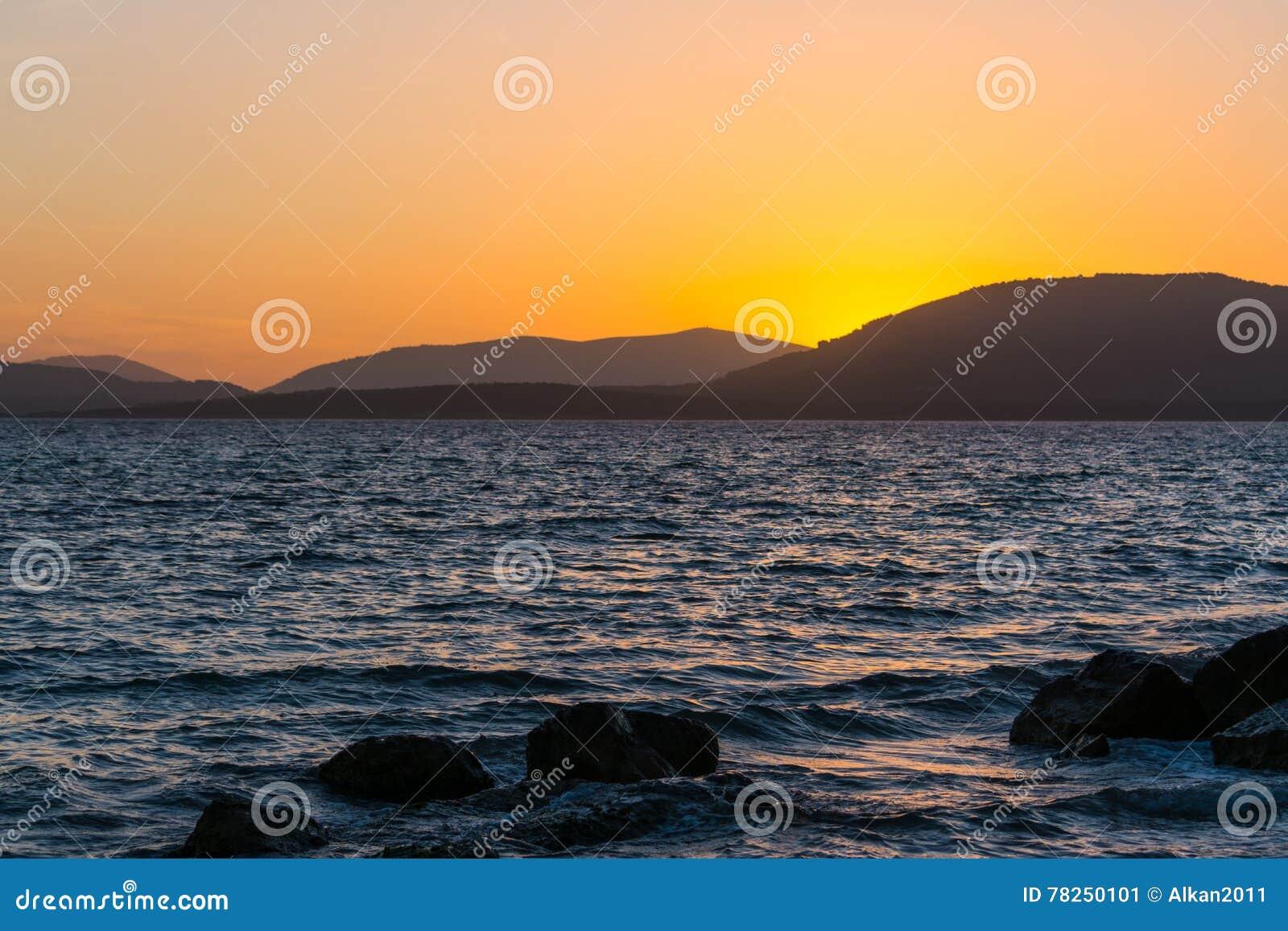 Ζωηρόχρωμο ηλιοβασίλεμα στη Σαρδηνία