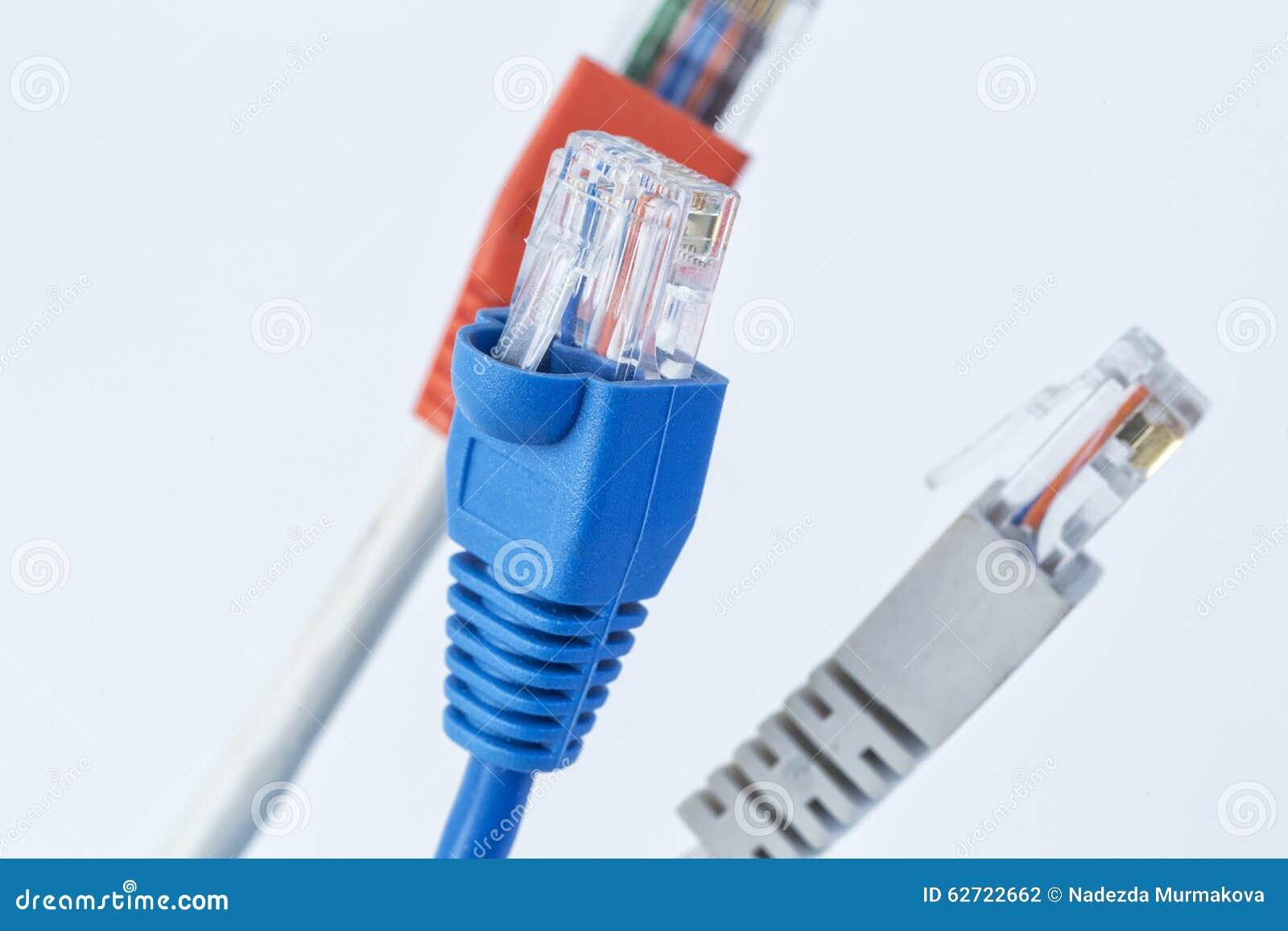 Ζωηρόχρωμο καλώδιο δικτύων με RJ45 τους συνδετήρες