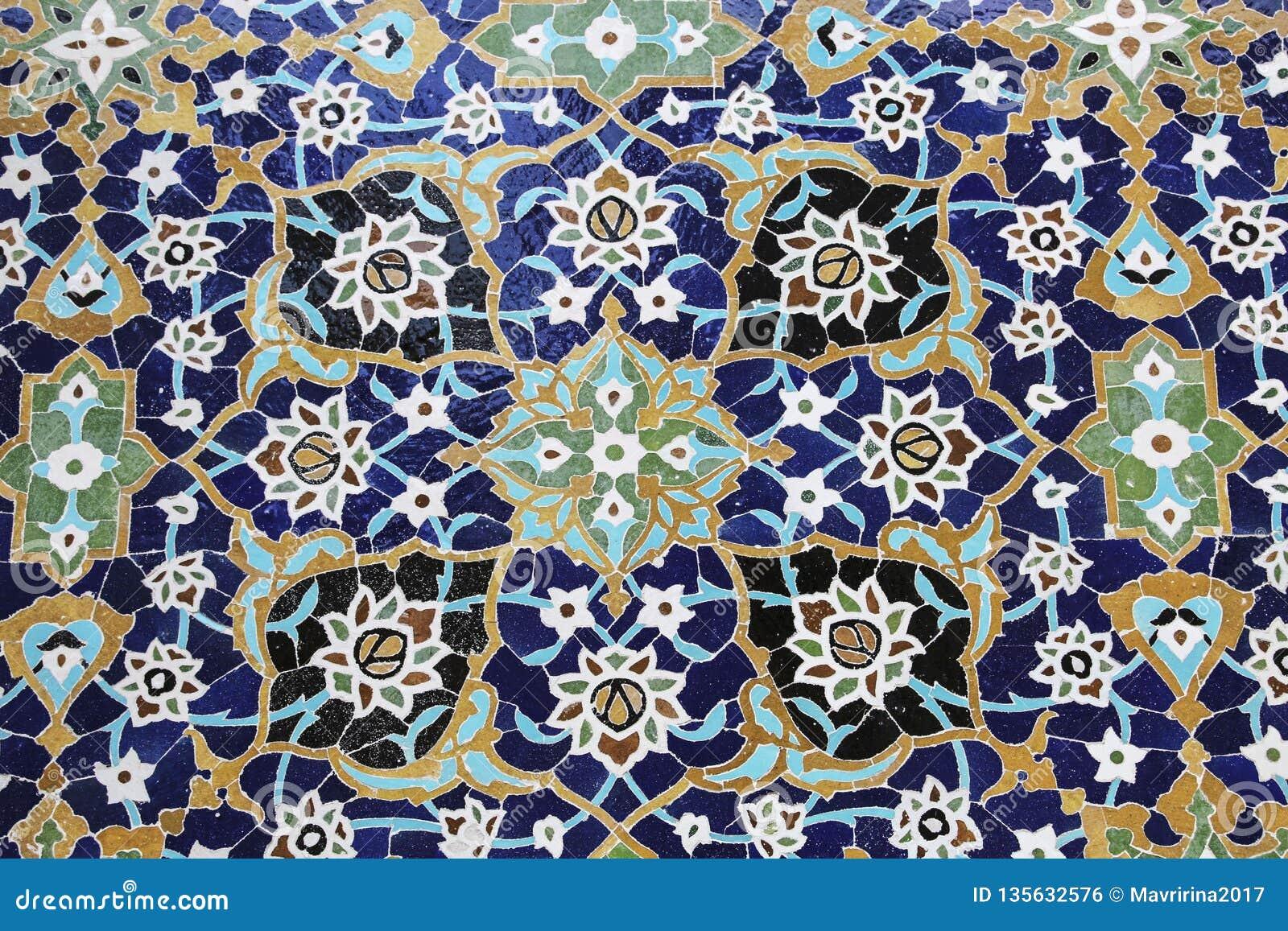 Ζωηρόχρωμο μωσαϊκό και κεραμικά κεραμίδια στο παραδοσιακό περσικό ύφος στον τάφο τοίχων Sheikh Safi Al-DIN, Ardabil, Ιράν