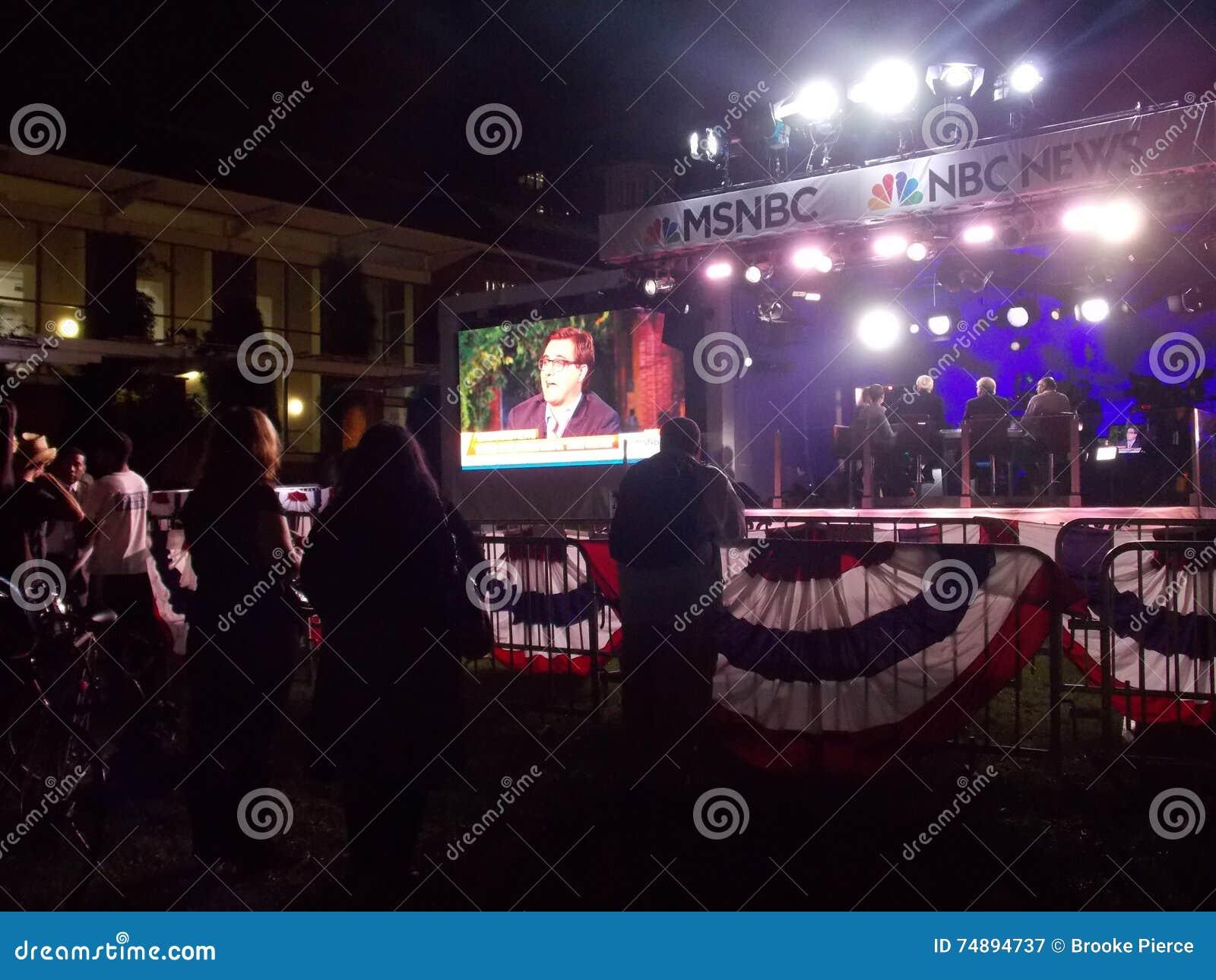Ζωντανή μαγνητοσκόπηση ρολογιών θεατών στο υπαίθριο στούντιο TV MSNBC